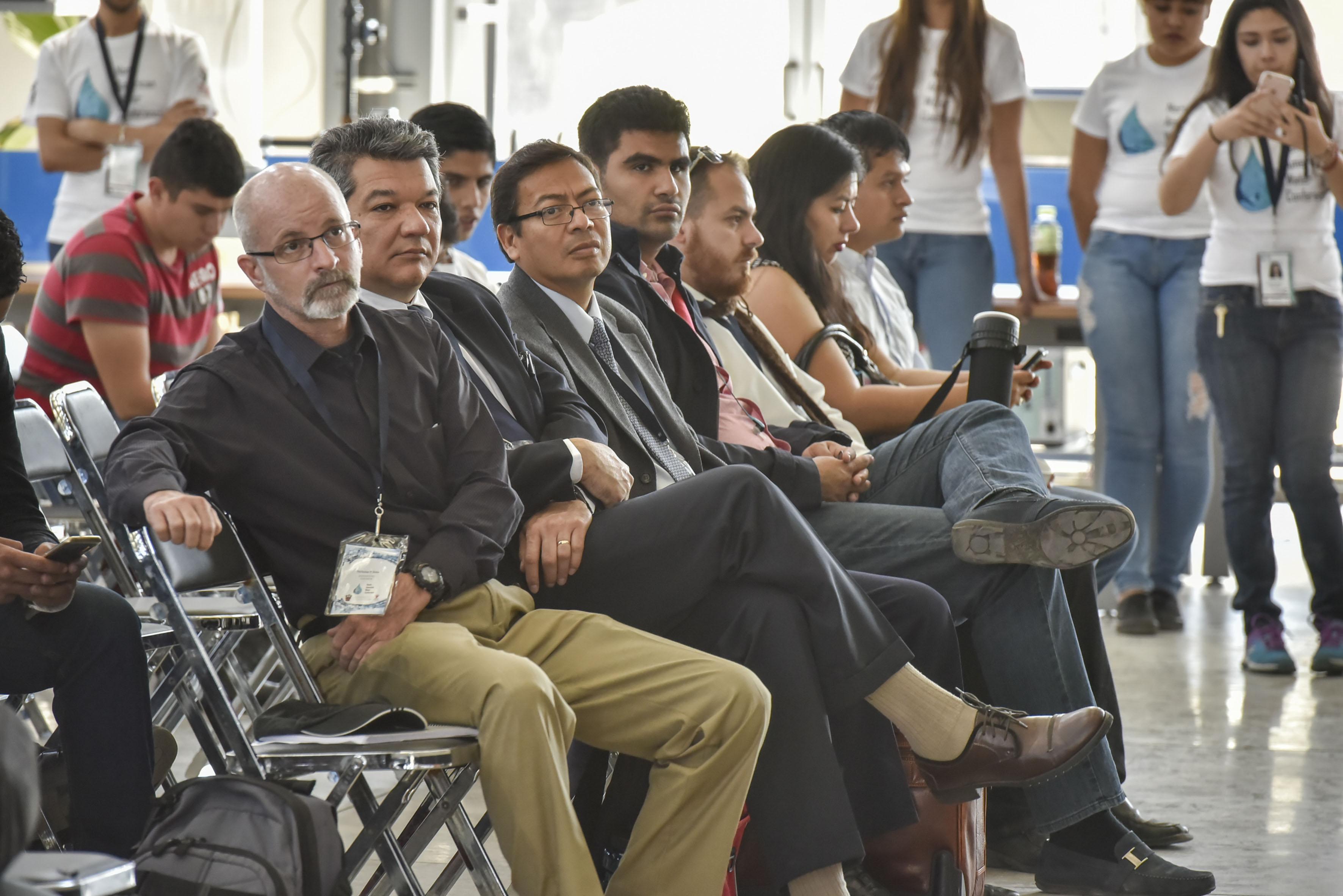 """Miembros organizadores del North American Water Conference (NAWC), asistentes a la conferencia """"Agua y Cambio Climatico""""."""