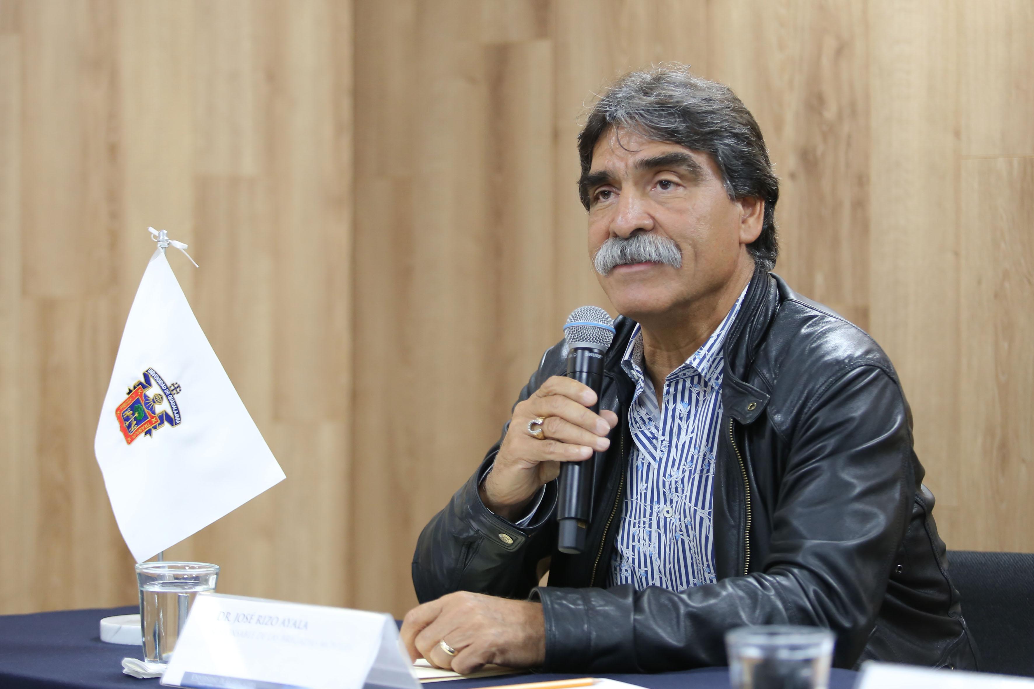 Doctor José Rizo Ayala, responsable de las Brigadas Móviles de Atención Comunitaria, haciendo uso de la voz.