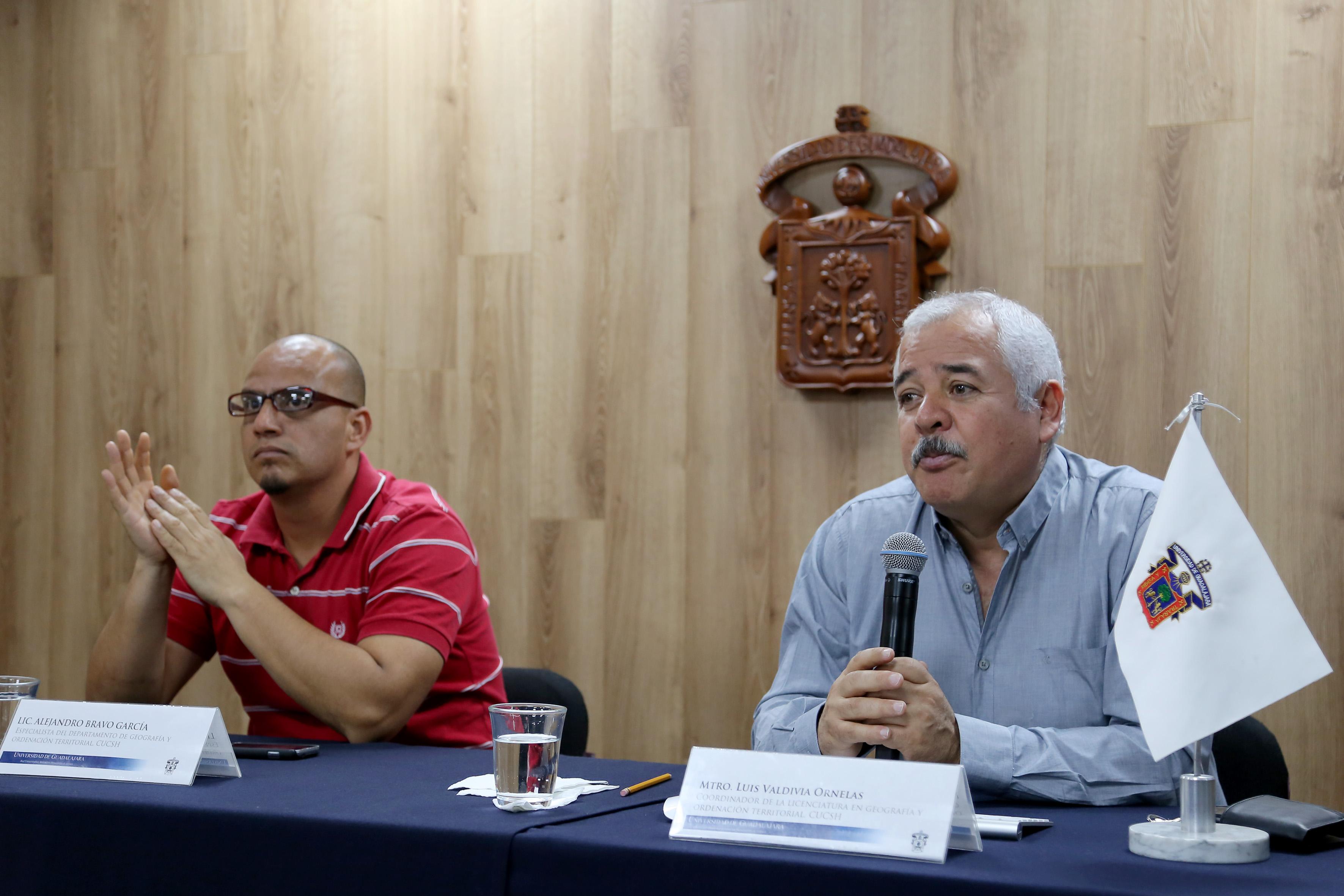 Mtro. Luis Valdivia Ornelas, investigador del Departamento de Geografía y Ordenación Territorial del Centro Universitario de Ciencias Sociales y Humanidades (CUCSH) haciendo uso de la palabra