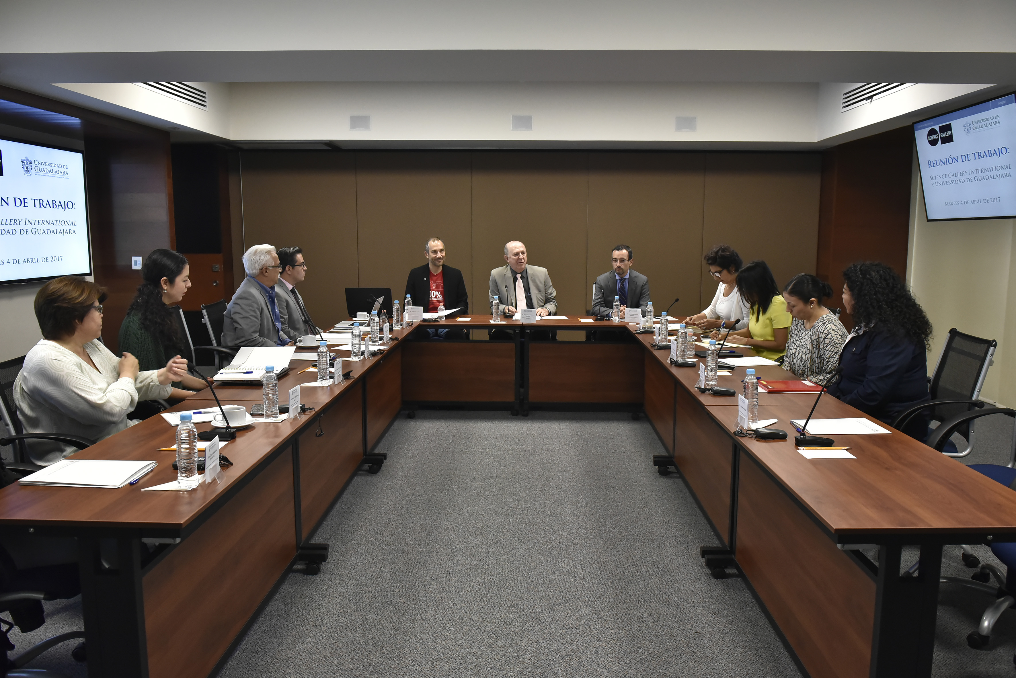 Reunión entre directivos de la Universidad de Guadalajara y Science Gallery International, con el propósito de analizar una posible colaboración.