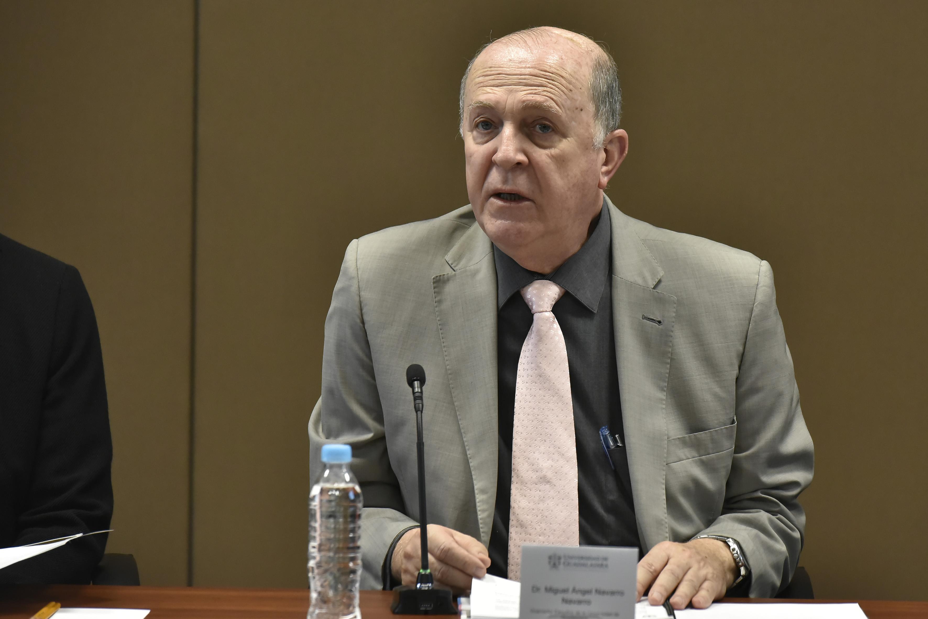 Doctor Miguel Ángel Navarro Navarro, Vicerrector Ejecutivo de la Universidad de Guadalajara, haciendo uso de la palabra.