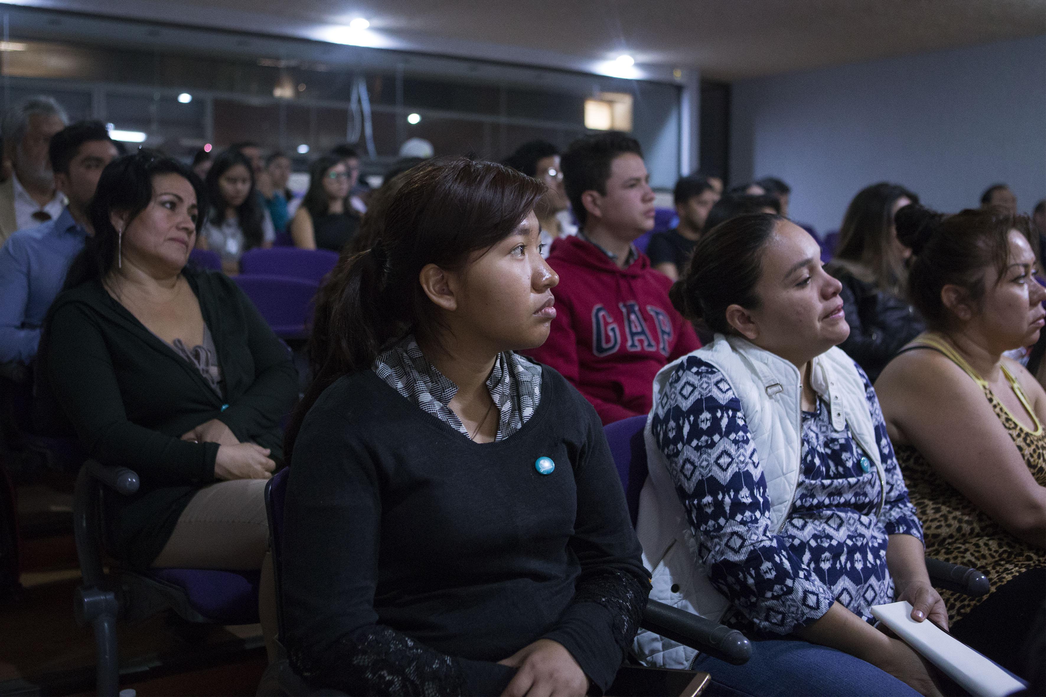 Público asistente a la conferencia, realizada en la Video Sala Silvio Alberti, del Centro Universitario de Arte, Arquitectura y Diseño (CUAAD).