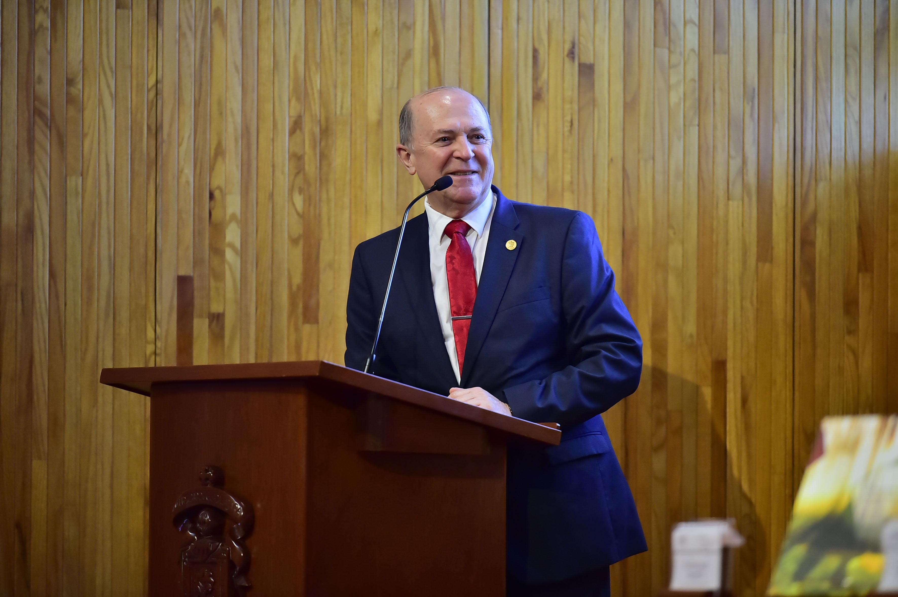 Vicerrector Ejecutivo de esta Casa de Estudio, doctor Miguel Ángel Navarro Navarro haciendo uso de la palabra