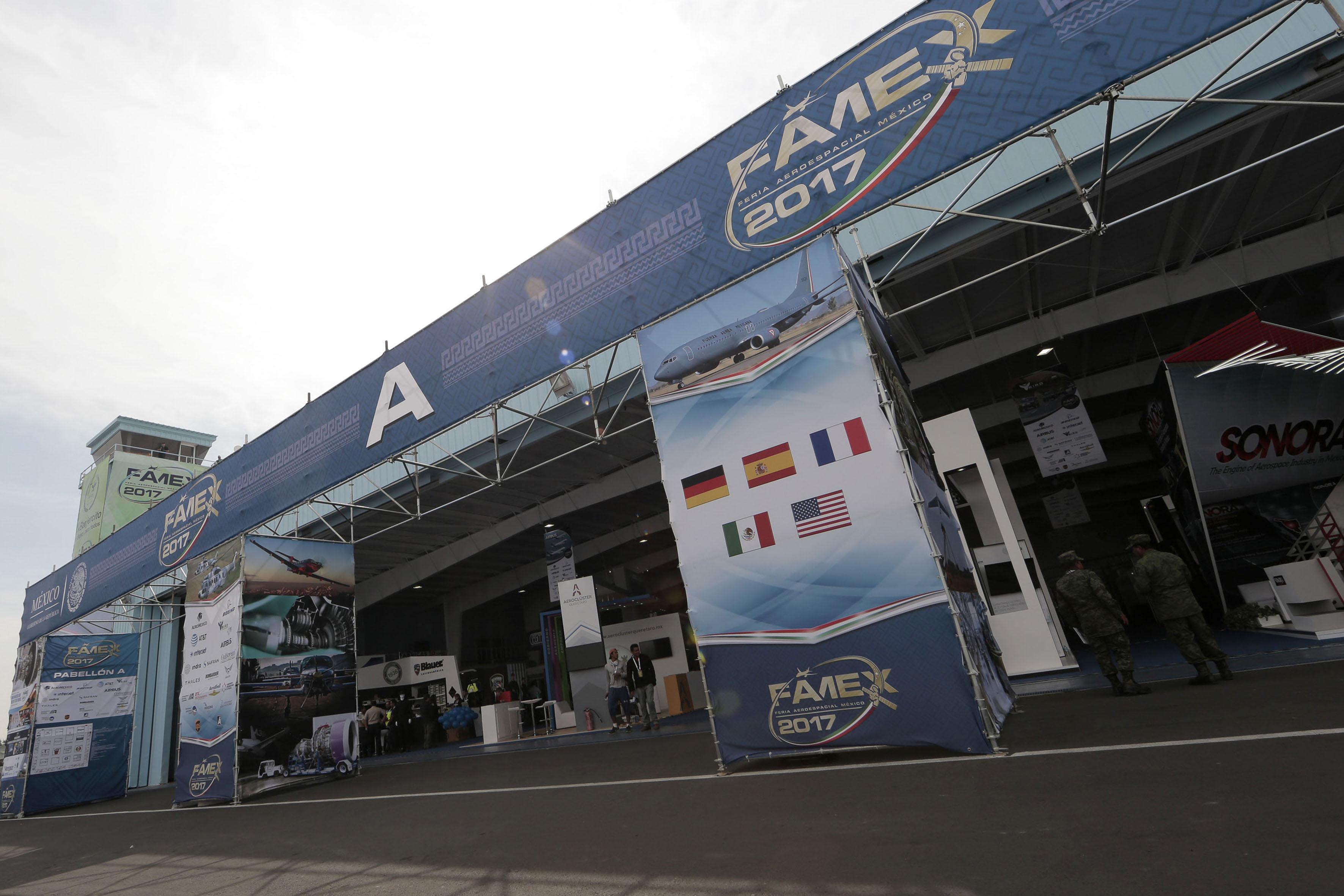 Feria Aeroespacial México 2017, la cual se realiza en la Base Aérea Militar No. 1 Santa Lucía, en el Estado de México.
