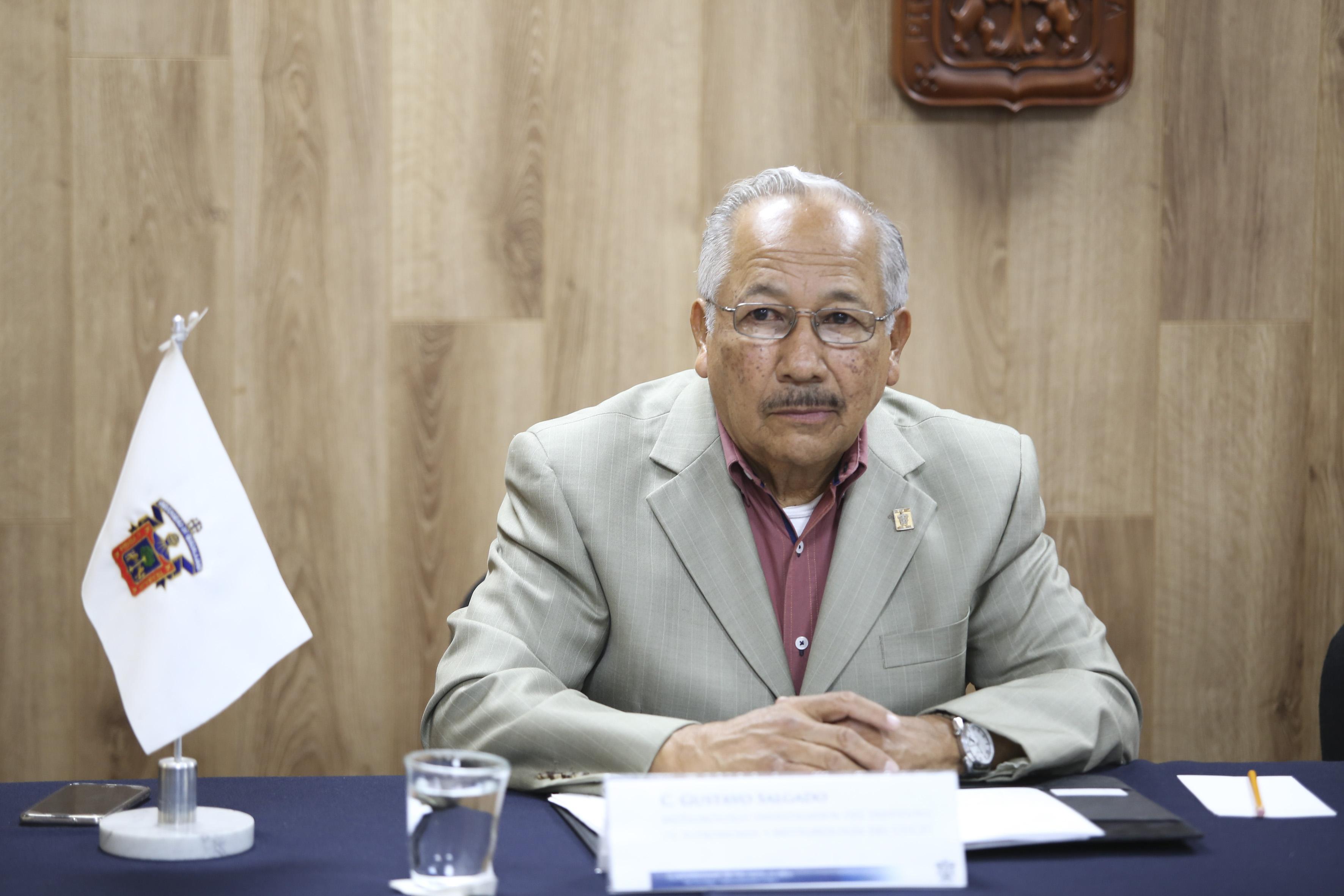 Meteorólogo Gustavo Salgado Rodríguez, académico del CUCEI e investigador del Instituto de Astronomía y Meteorología de la Universidad de Guadalajara.