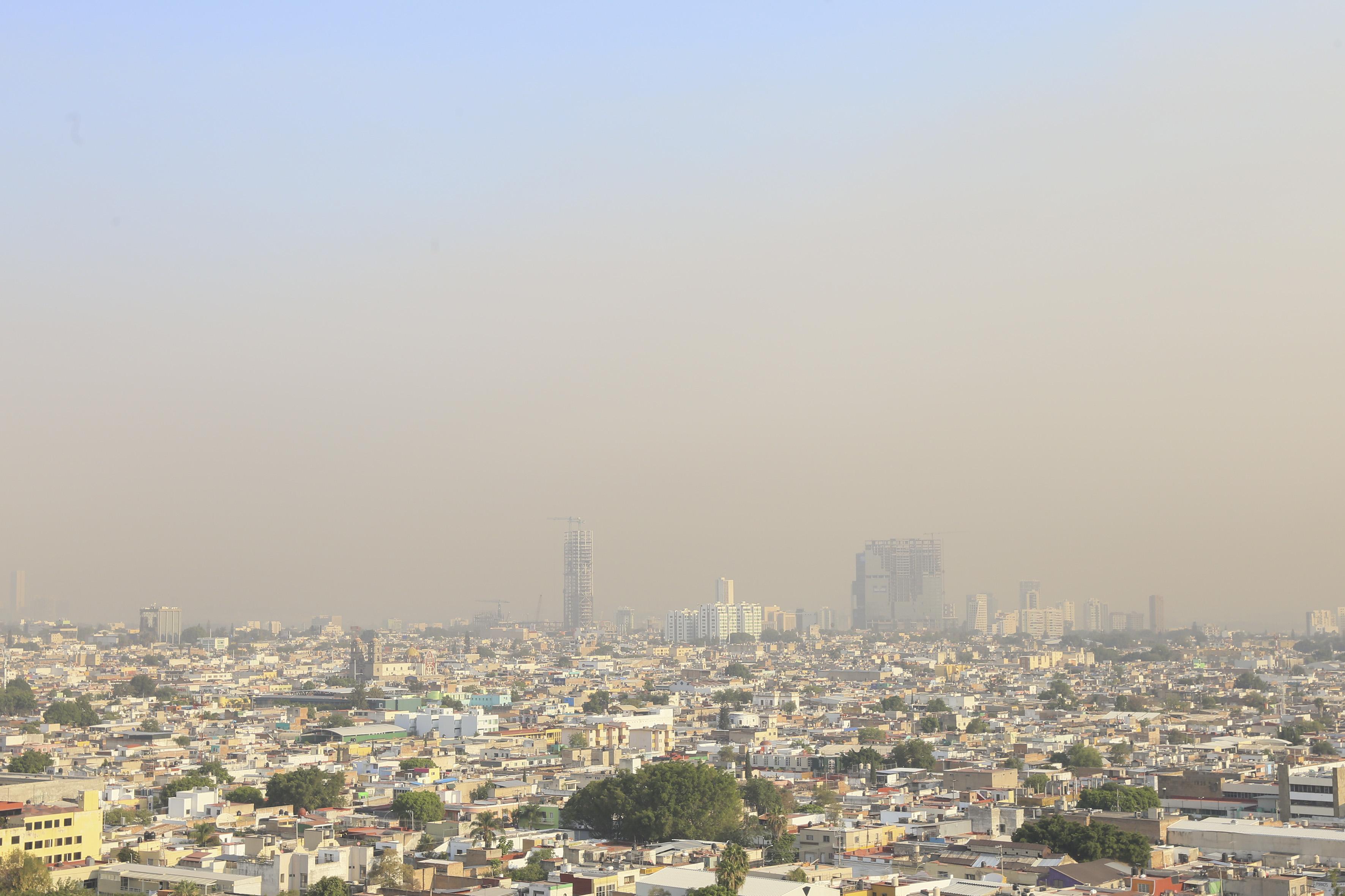 Vista panorámica de la contaminación en los cielos de la Ciudad de Guadalajara.