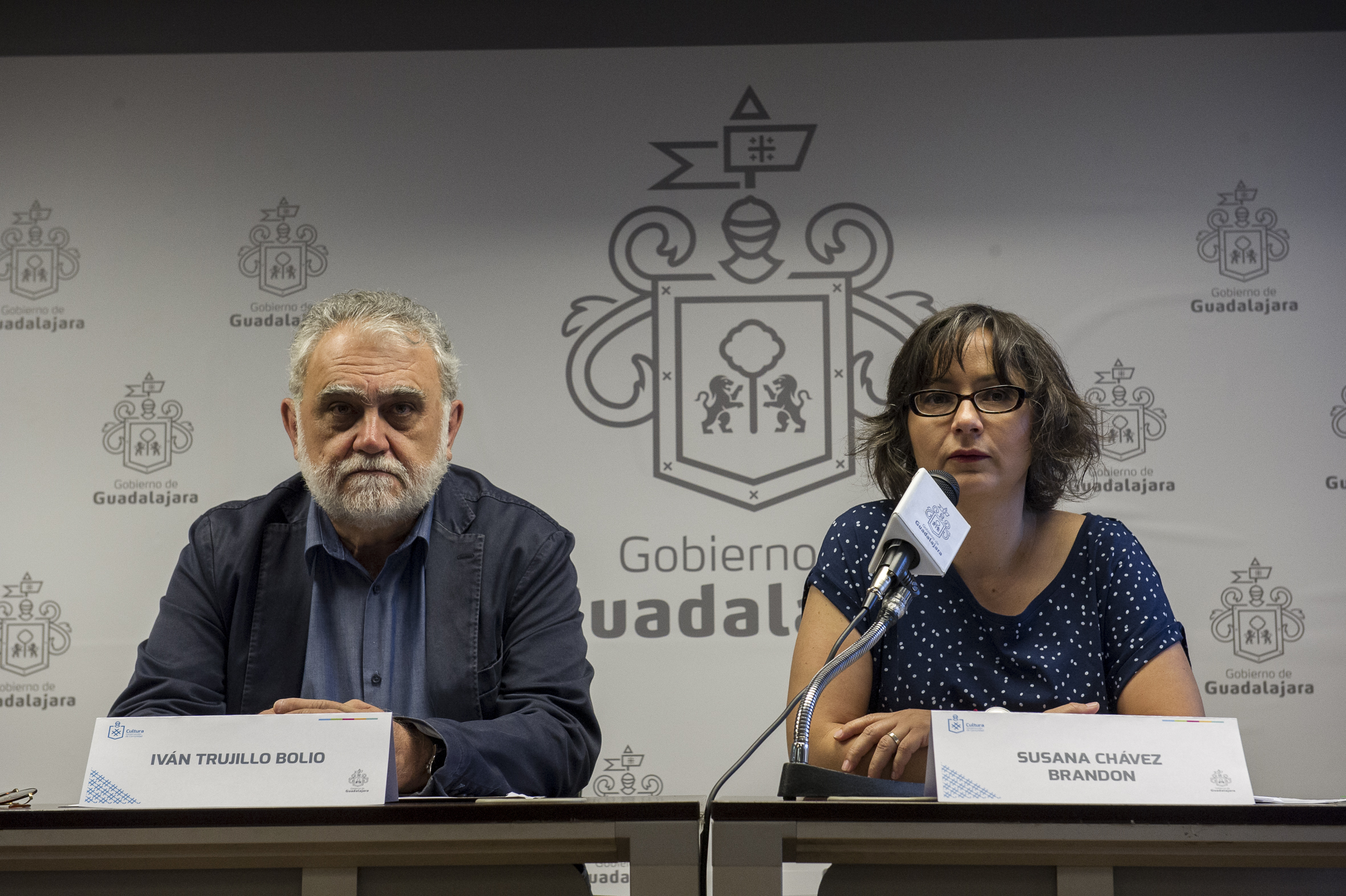 Susana Chávez Brandon, directora de Cultura del Ayuntamiento de Guadalajara haciendo uso de la palabra