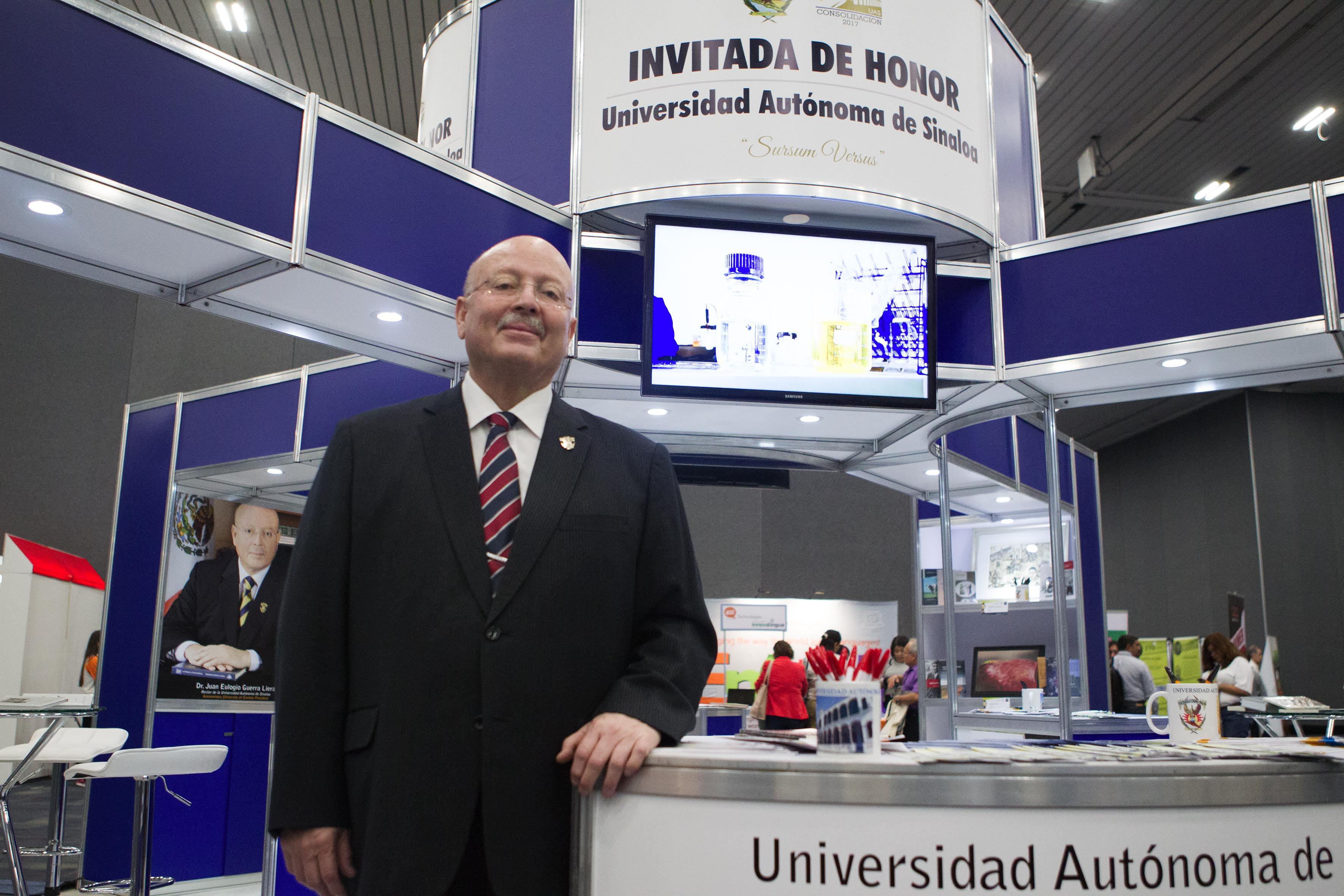 Dr. Juan Eulogio Guerra Liera  Rector de la UAS en la inauguración de la XXII Feria Internacional de Idiomas (FIID) en Expo Guadalajara.