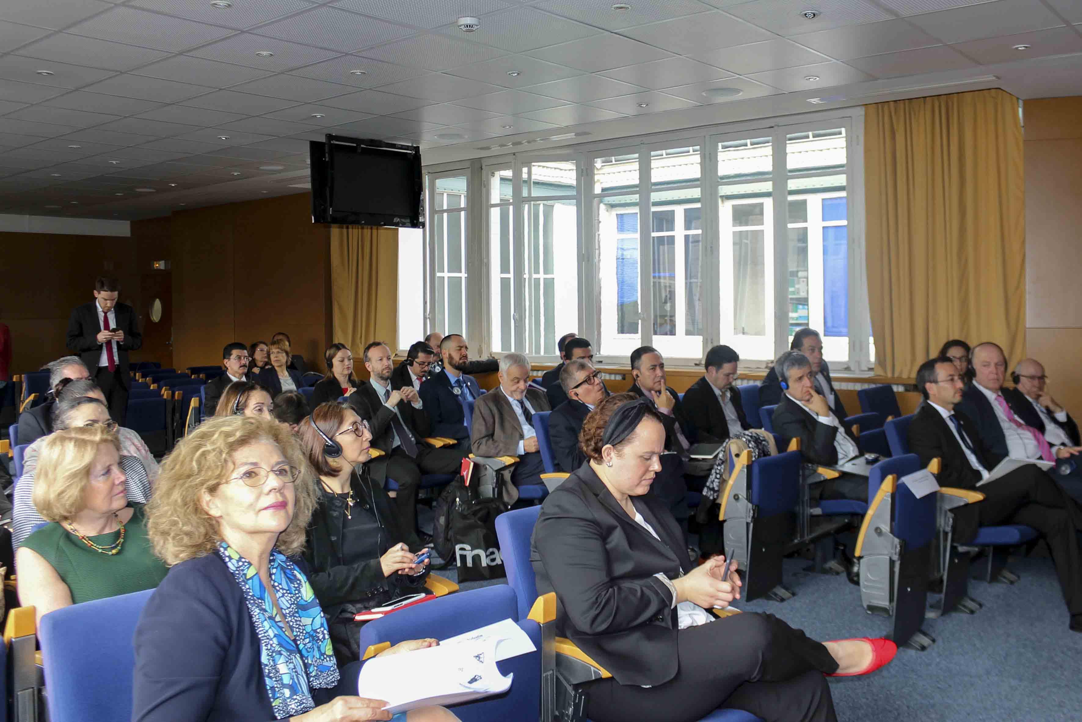 """Publico asistente al Seminario """"Experiencias y mejores prácticas en la educación superior de Francia"""""""