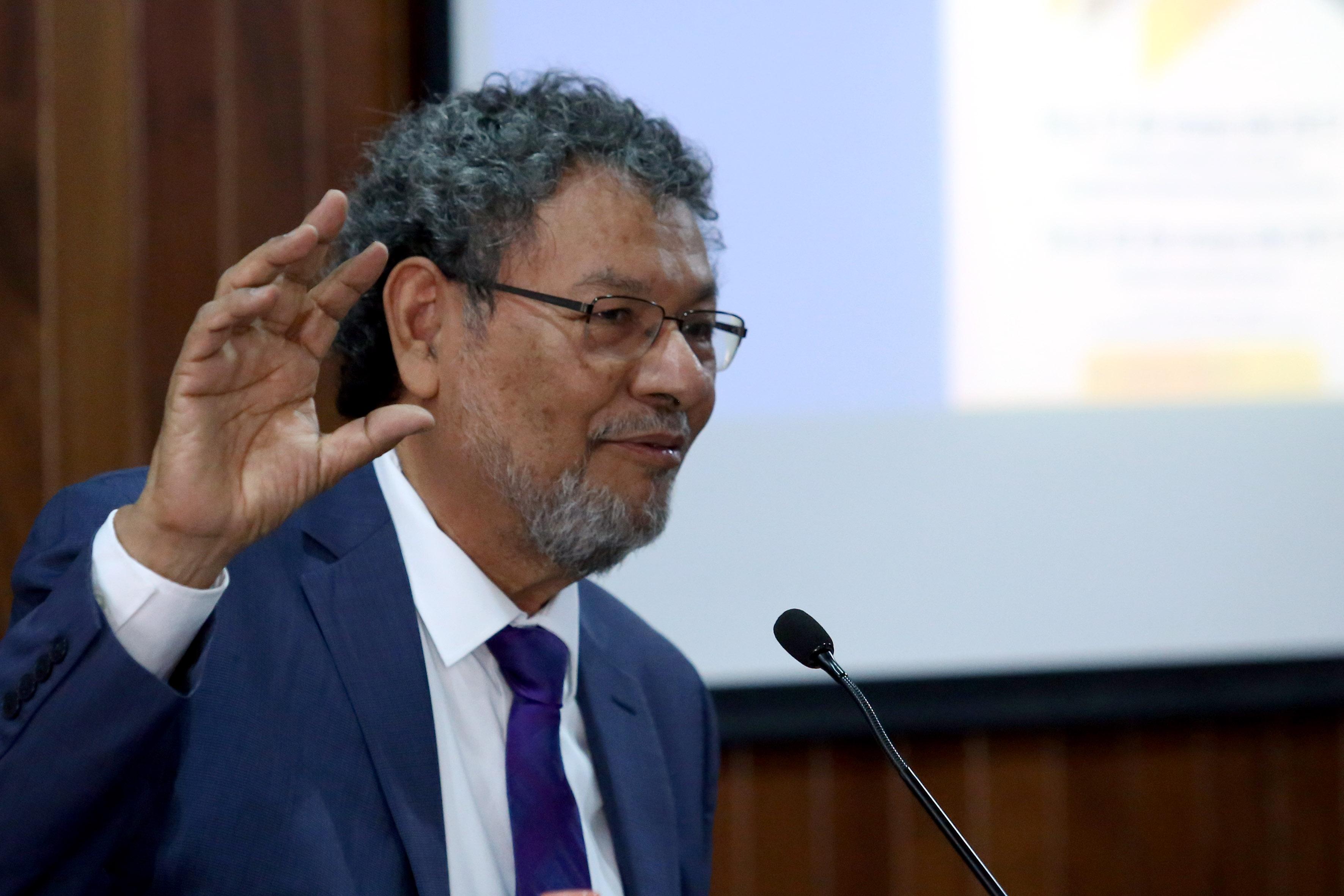 Escritor Elmer Mendoza, miembro de la Academia Mexicana de la Lengua