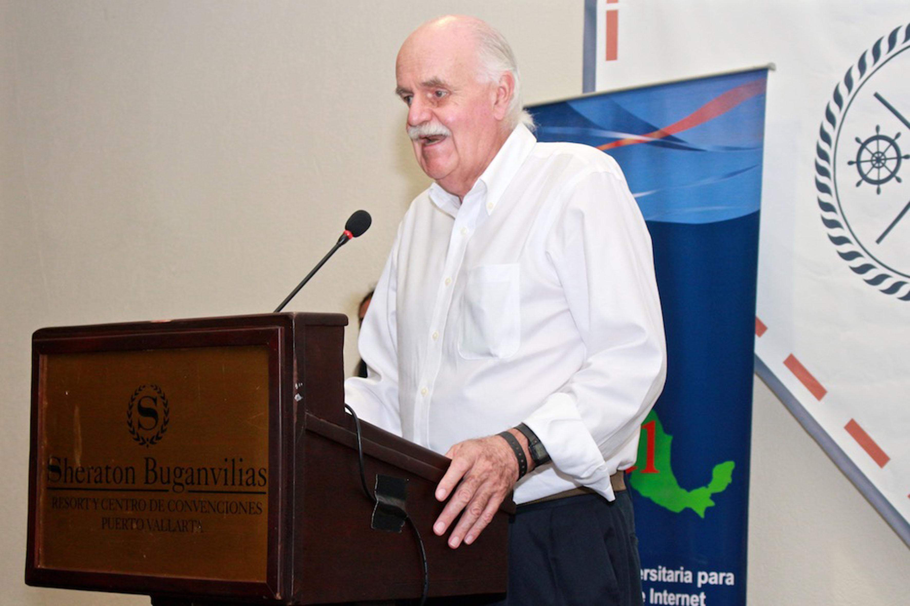 Director general del CUDI, licenciado Carlos Casasús López Hermosa; haciendo uso de la  palabra en el podium del evento, durante la clausura de los trabajos de Reunión CUDI 2017.
