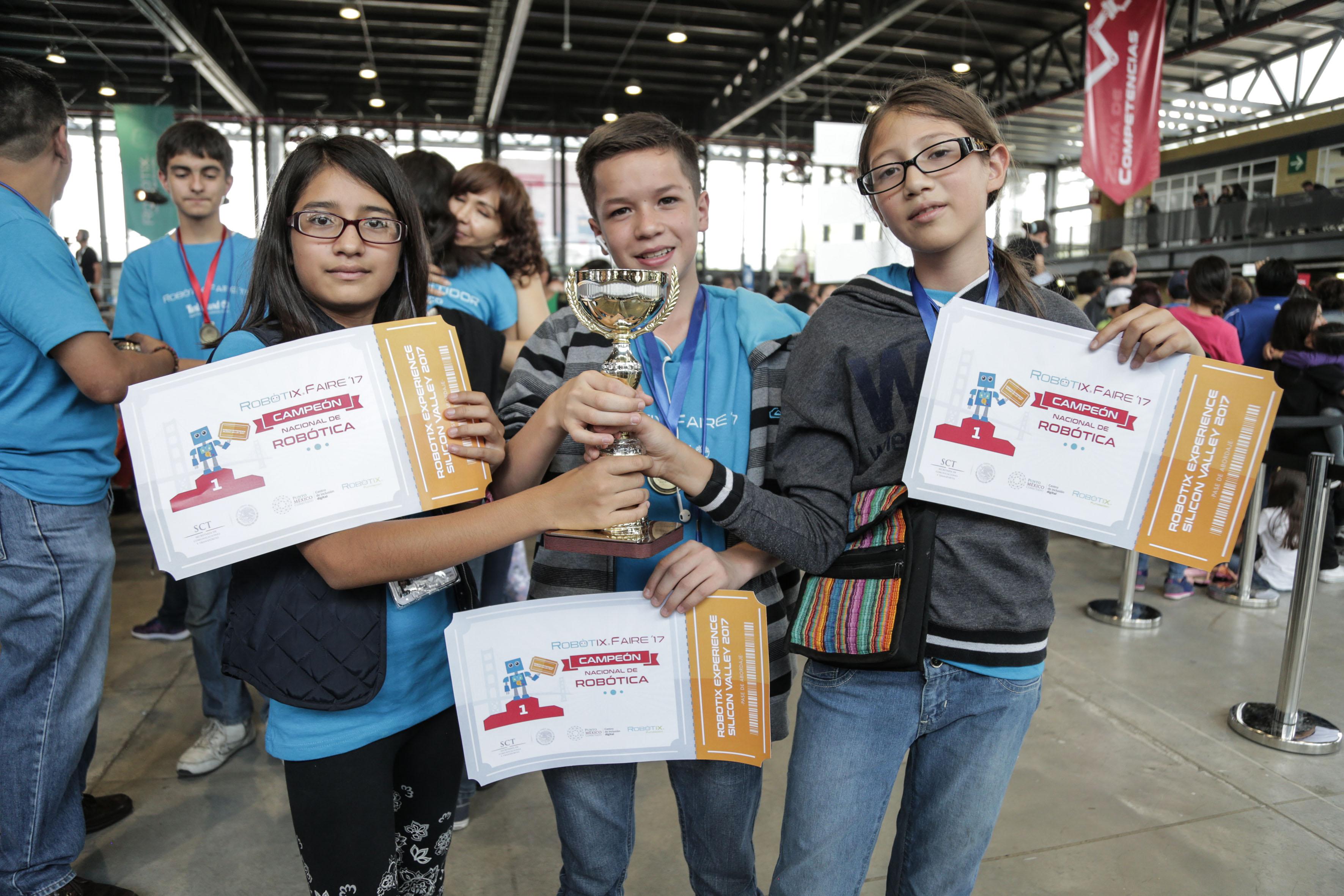 Niños jaliscienses del Punto México Conectado en el estado obtuvieron el primer lugar en la categoría de Robótica Intermedia en la Feria Nacional de Robótica 2017 (Robotix Faire)
