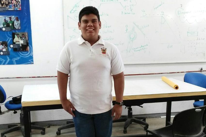 José Alfredo Oliva Delgado, estudiante de la Preparatoria de Jocotepec de la Universidad de Guadalajara.