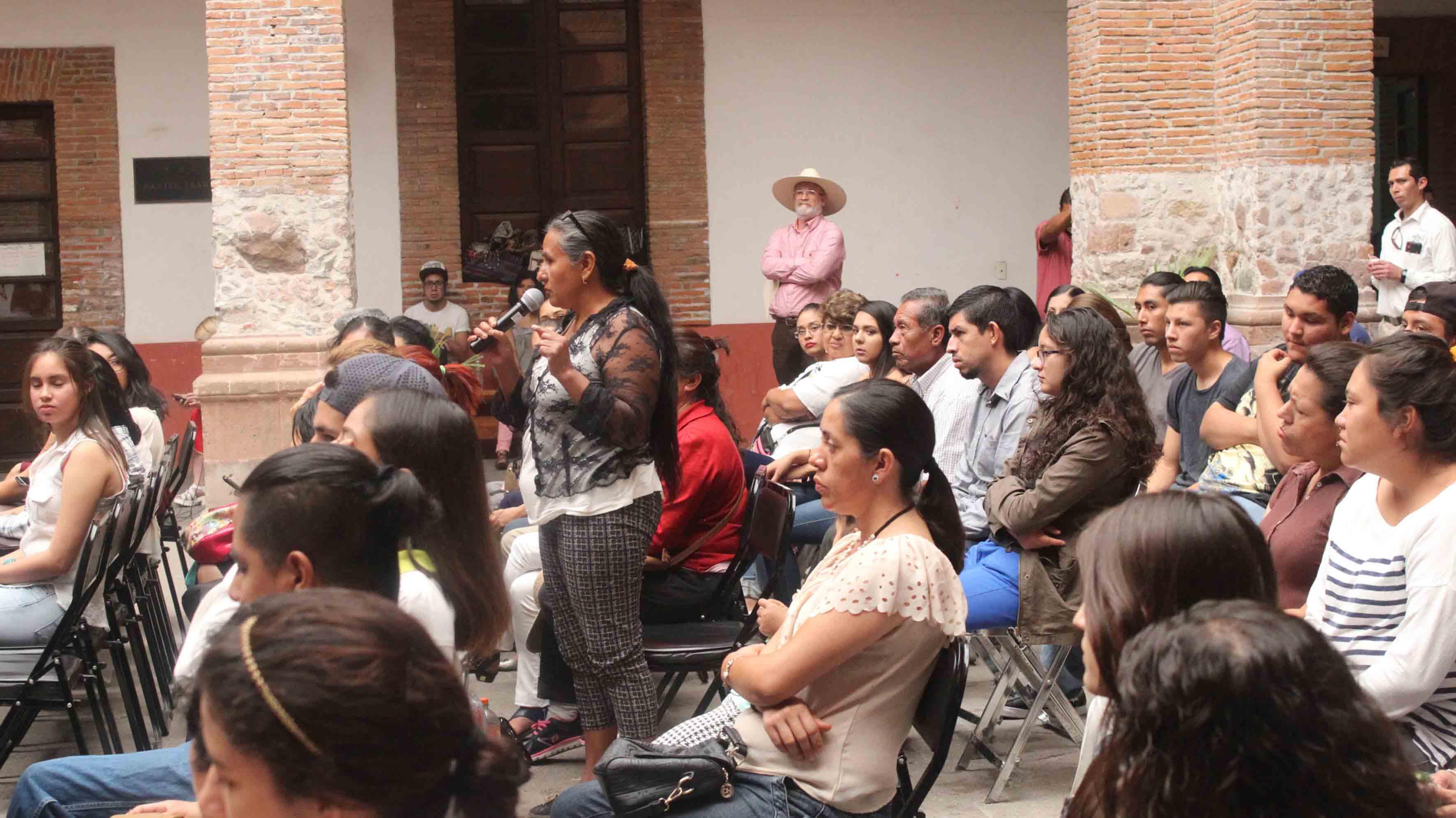 Comunidad de la región Altos Norte, participando en el seminario, organizado por el Centro Universitario de Los Lagos (CULagos) de la Universidad de Guadalajara.