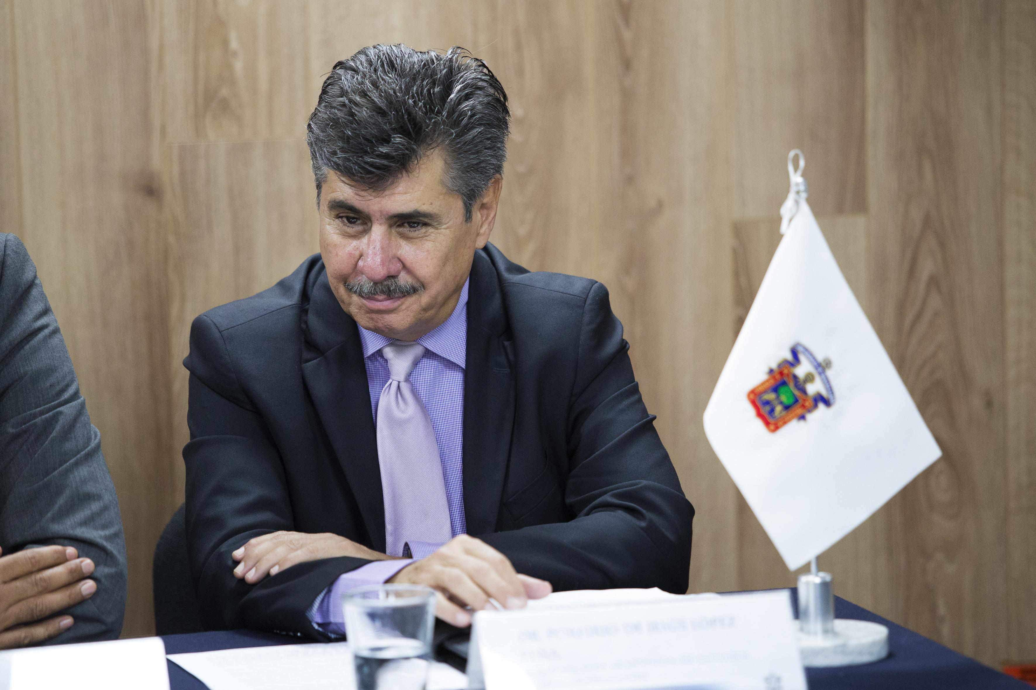 Dr. Porfirio de Jesús López, académico de la División de Estudios Jurídicos, participando en rueda de prensa