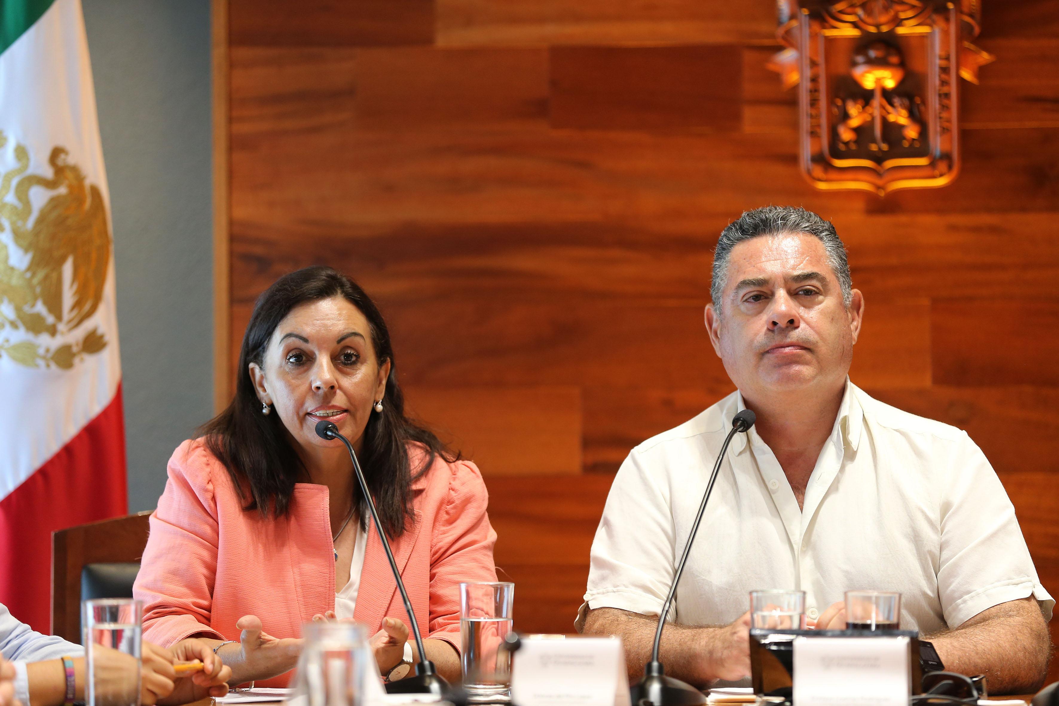 Mtra. Dolores del Río López, Secretaria Académica del Centro Universitario de Arte, Arquitectura y Diseño (CUAAD), de la Universidad de Guadalajara, haciendo uso de la palabra