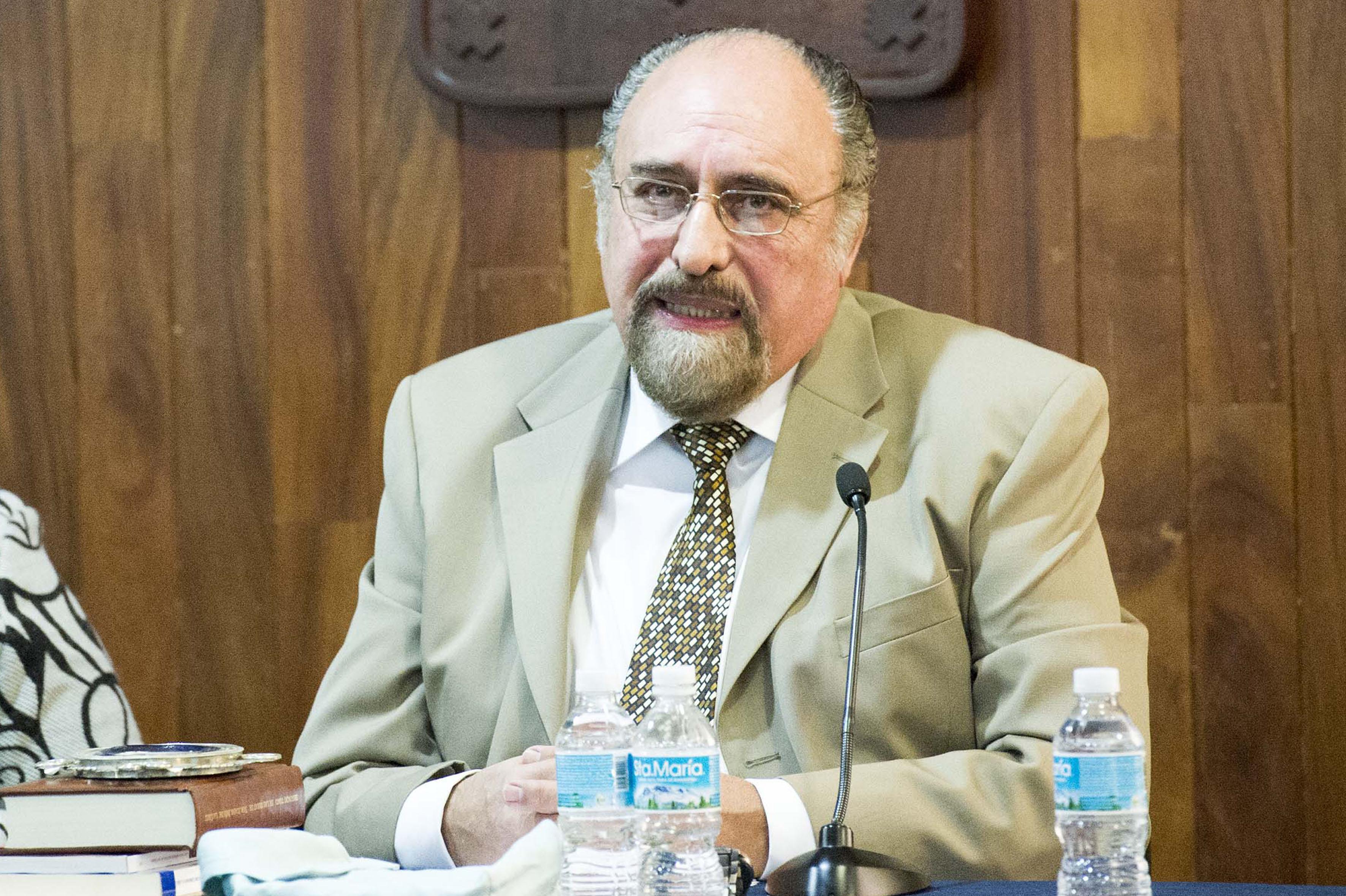 Doctor Guillermo Schmidhuber de la Mora.