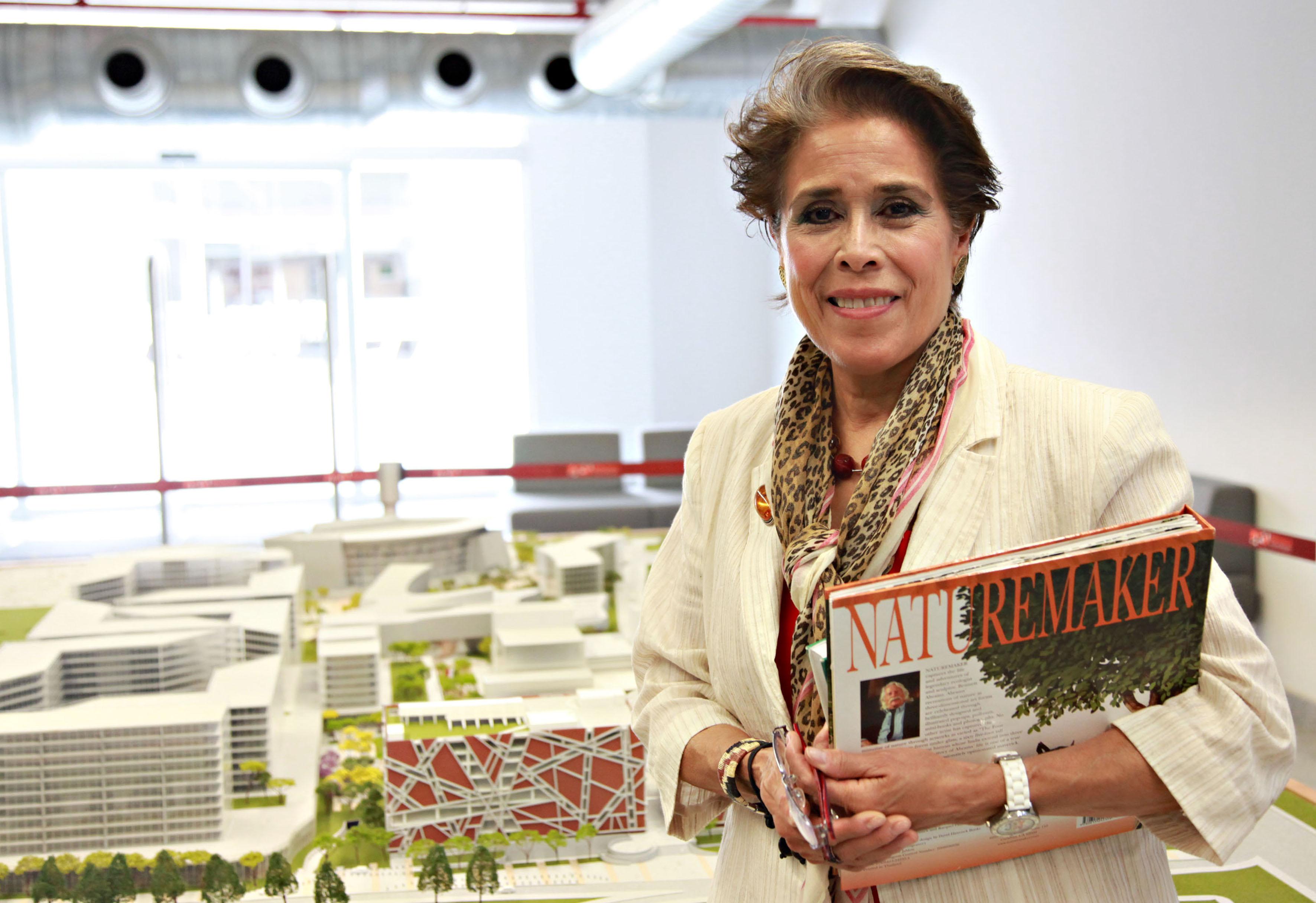 Maestra Helen Ladrón de Guevara Cox.