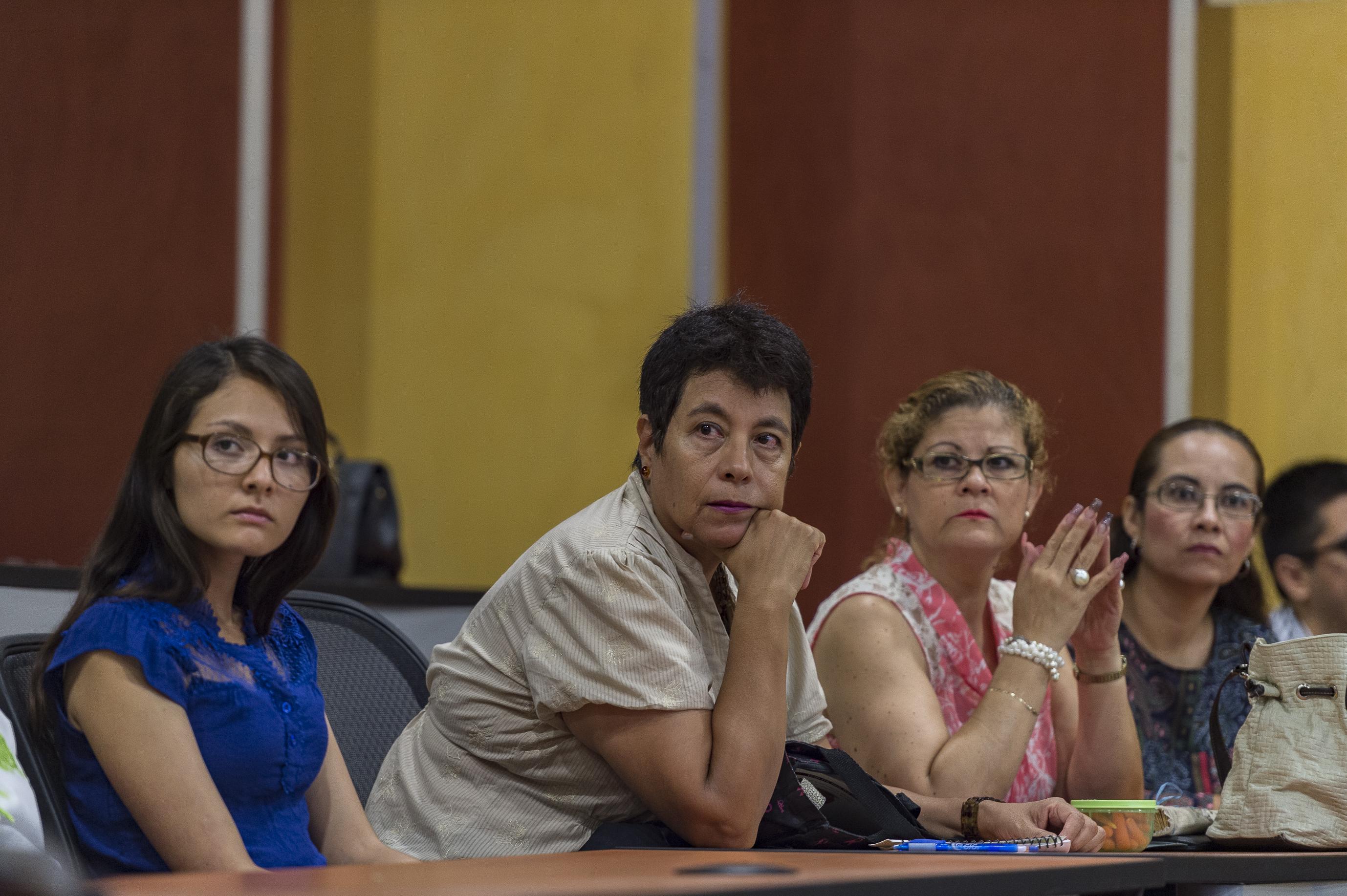 """Publico asistente al foro """"Educación superior e inclusión. Los retos del Centro Universitario de Ciencias de la Salud (CUCS)"""""""