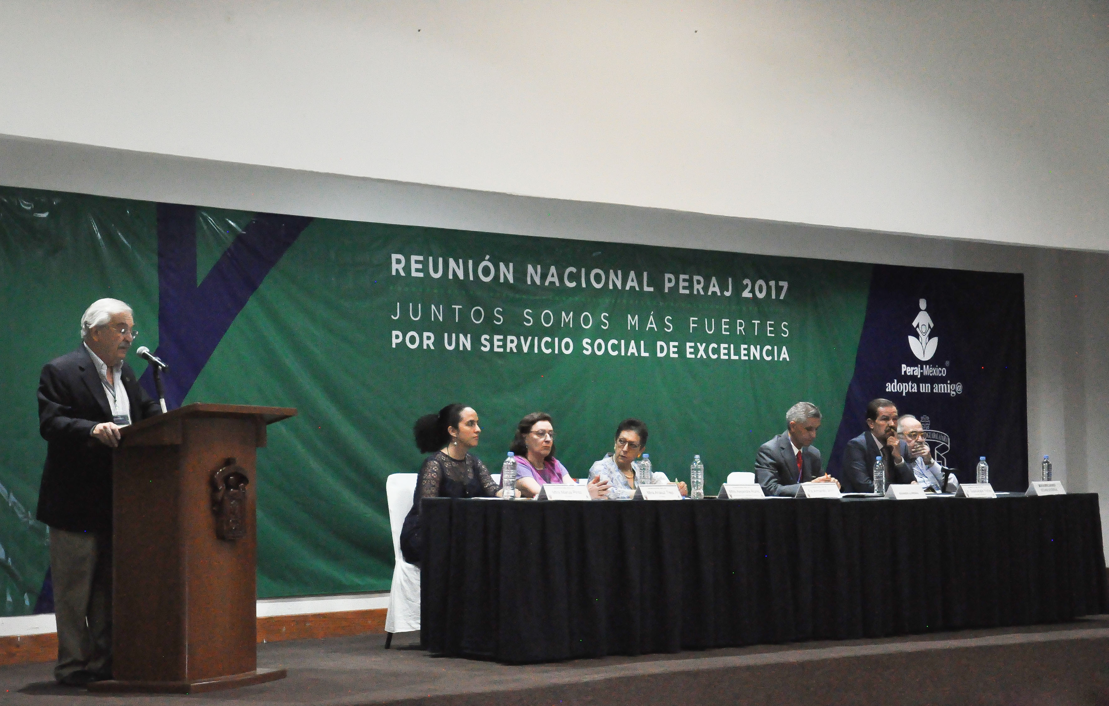 Ingeniero Armando Jinich Ripstein, presidente del Programa Peraj México, participando en ceremonia inaugural.