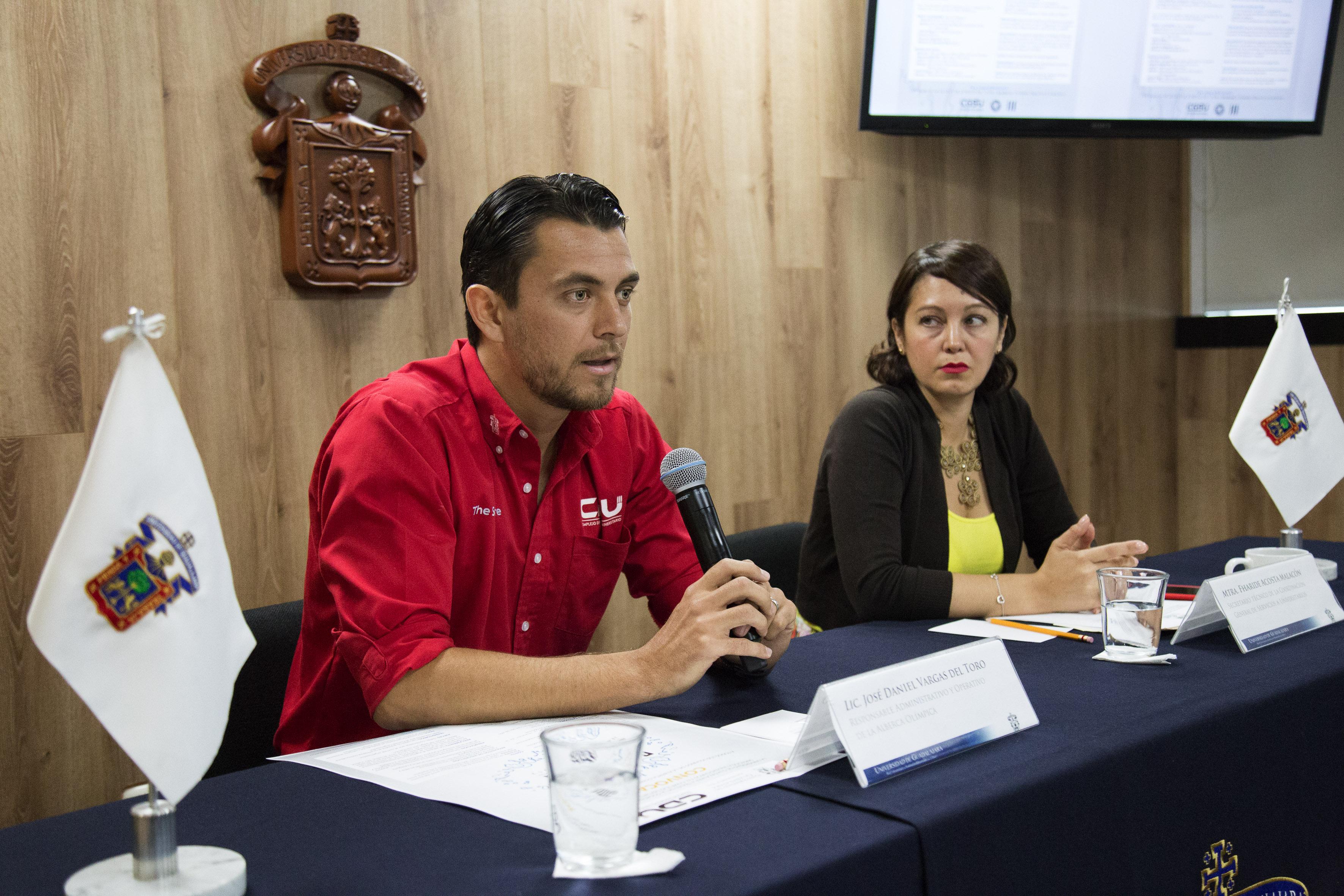 Lic. Daniel Vargas participando en rueda de prensa
