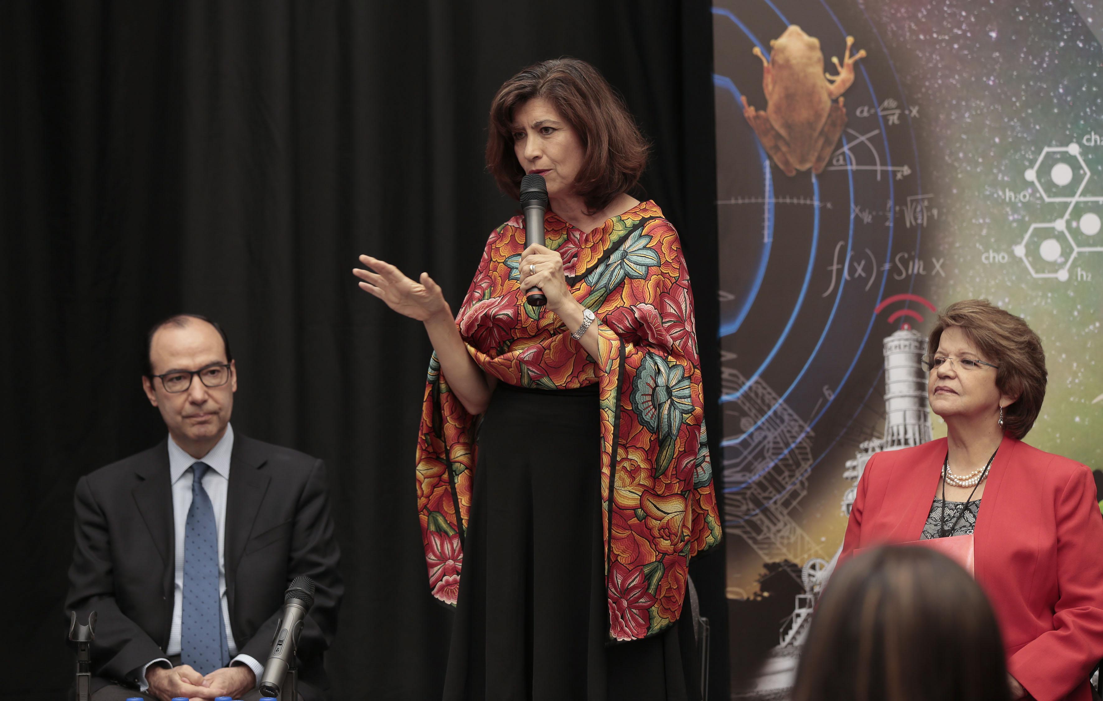 Gabriela Ramos, directora de gabinete de la OCDE,  Haciendo uso de la palabra