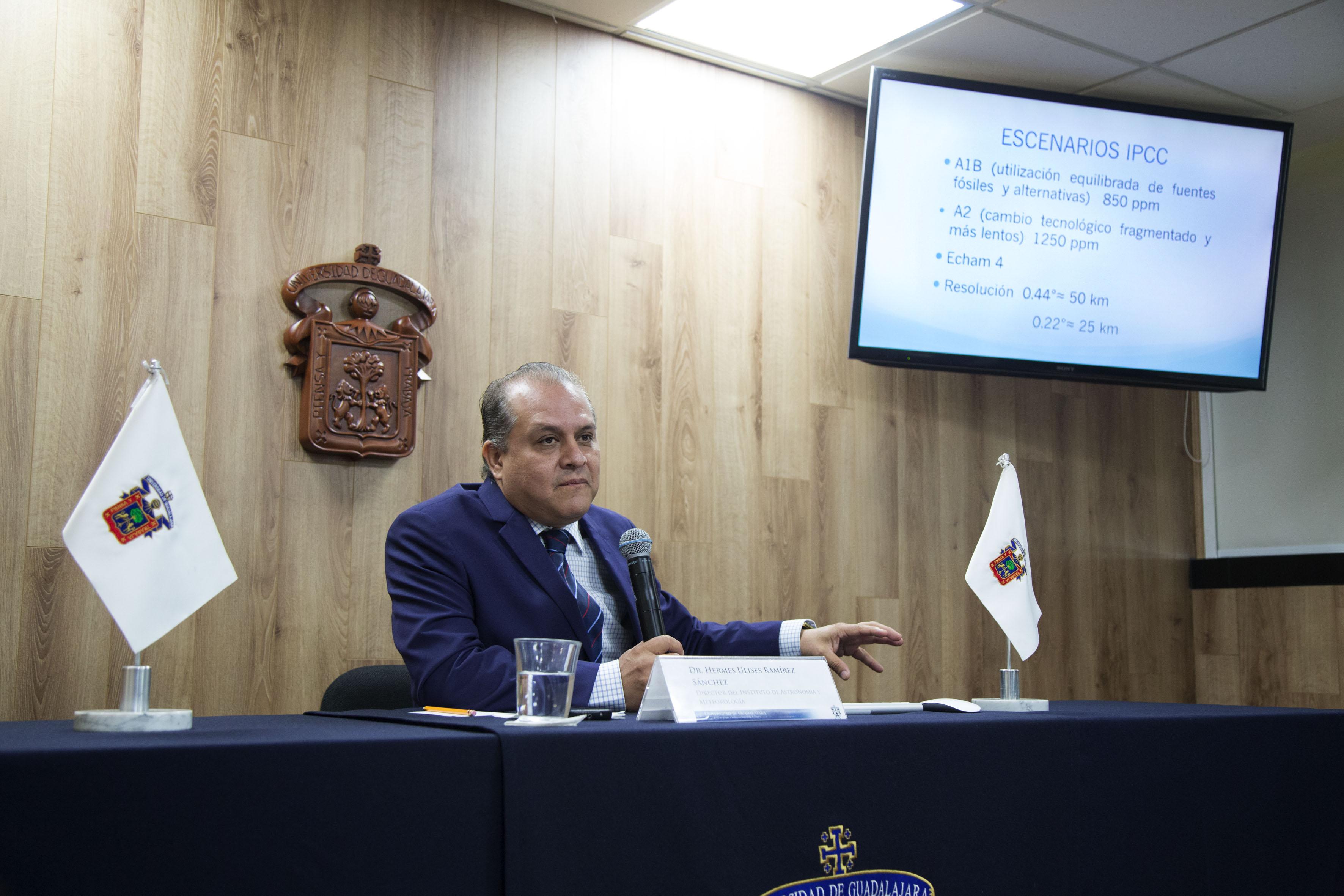Director del IAM, doctor Hermes Ulises Ramírez Sánchez, en conferencia.
