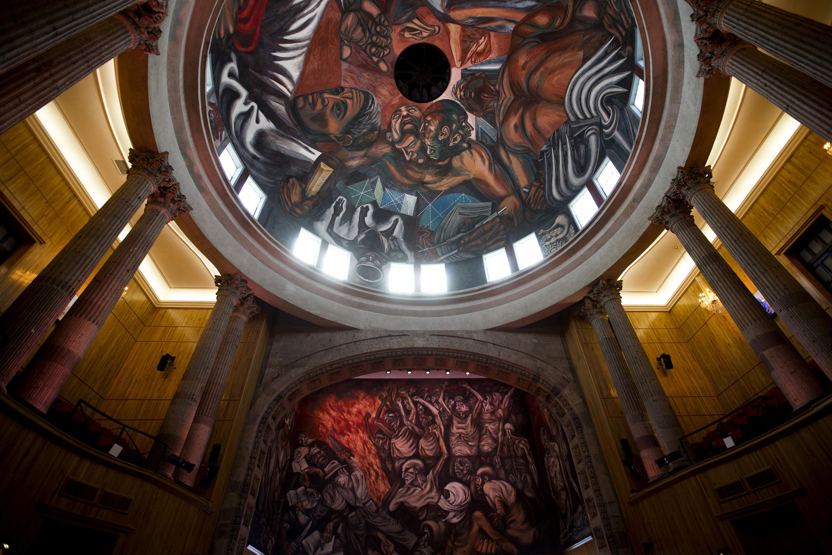 muestra de los dos murales del paraninfo de la universidad de guadalajara