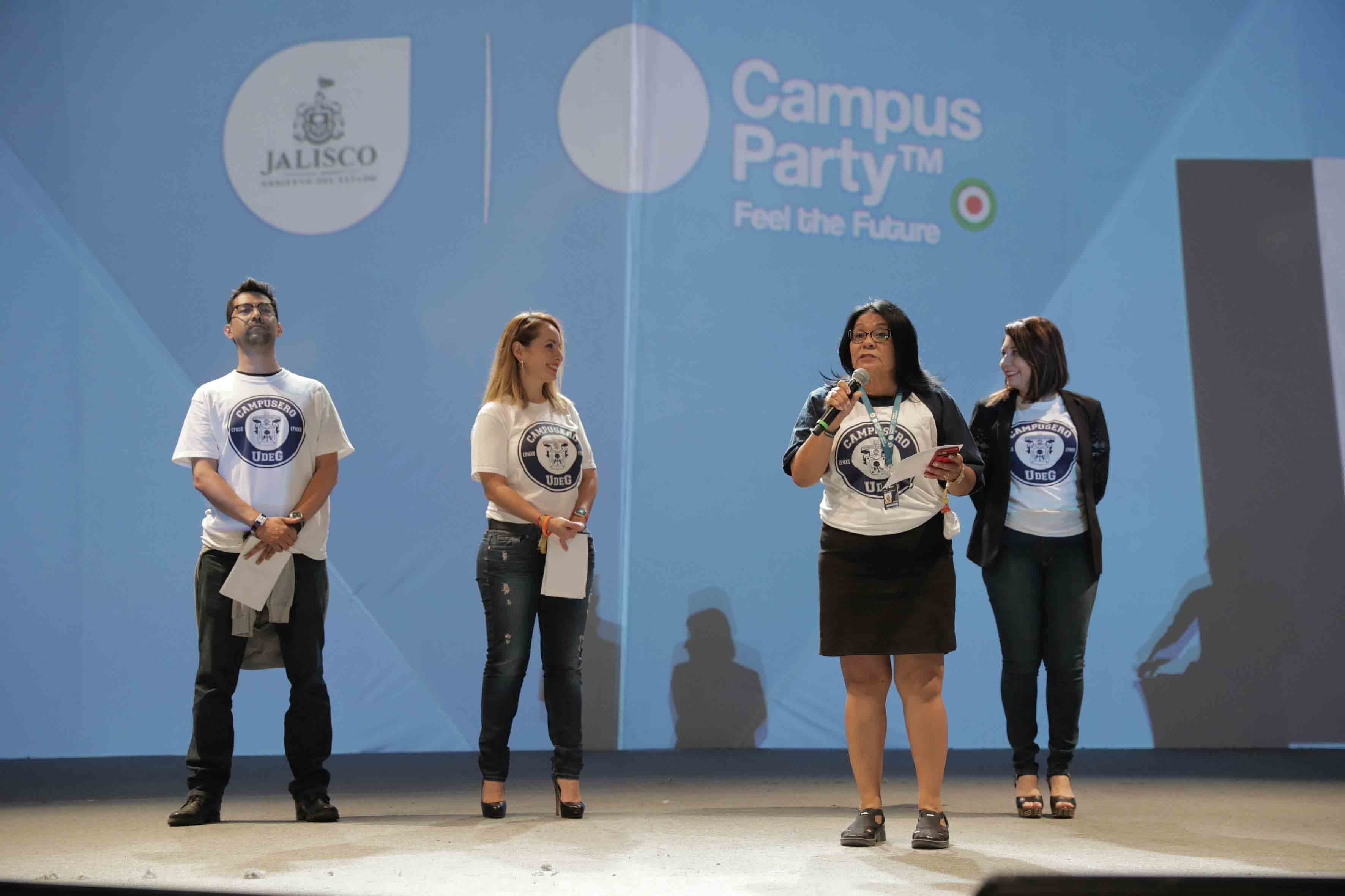 Maestra Teresa Rodríguez Jiménez, titular de la Unidad de Apoyo a la Academia y la Investigación, de la Universidad de Guadalajara, participando en el evento.