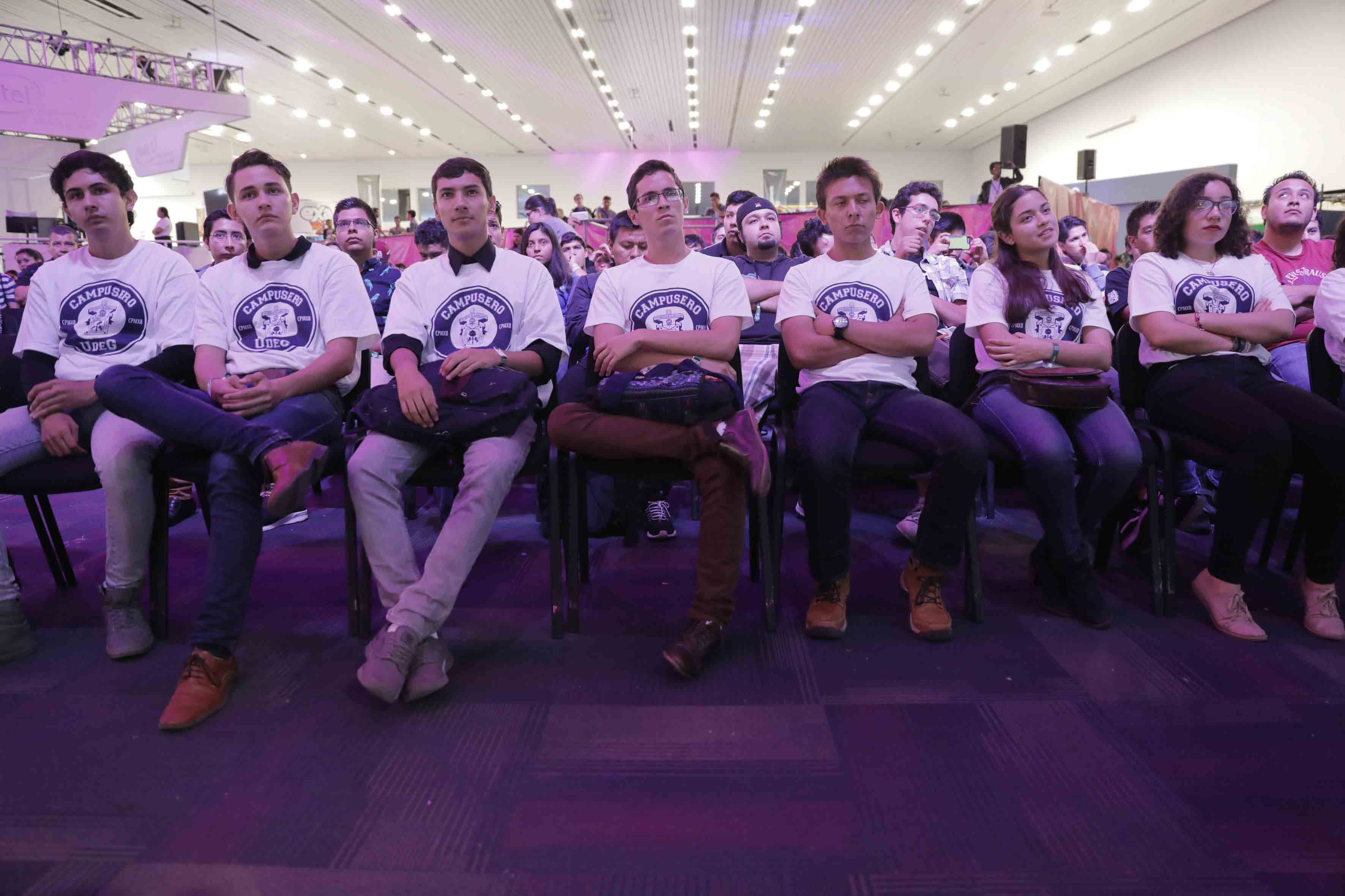 Estudiantes de diversos centros, de la Universidad de Guadalajara, asistentes a Campus Party 2017.