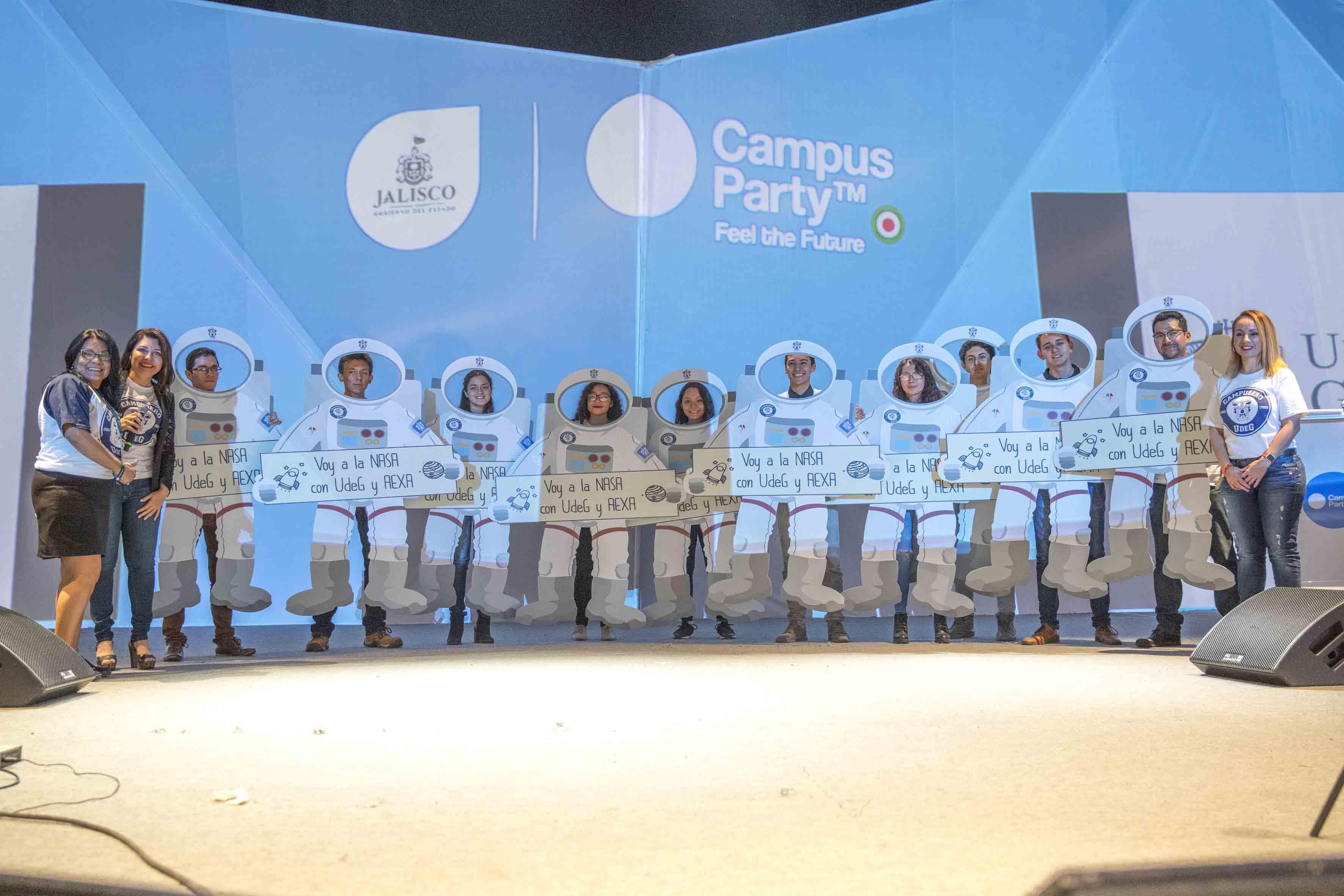 Ceremonia de reconocimiento para estudiantes ganadores de ambos retos, en el marco del Campus Party 2017.