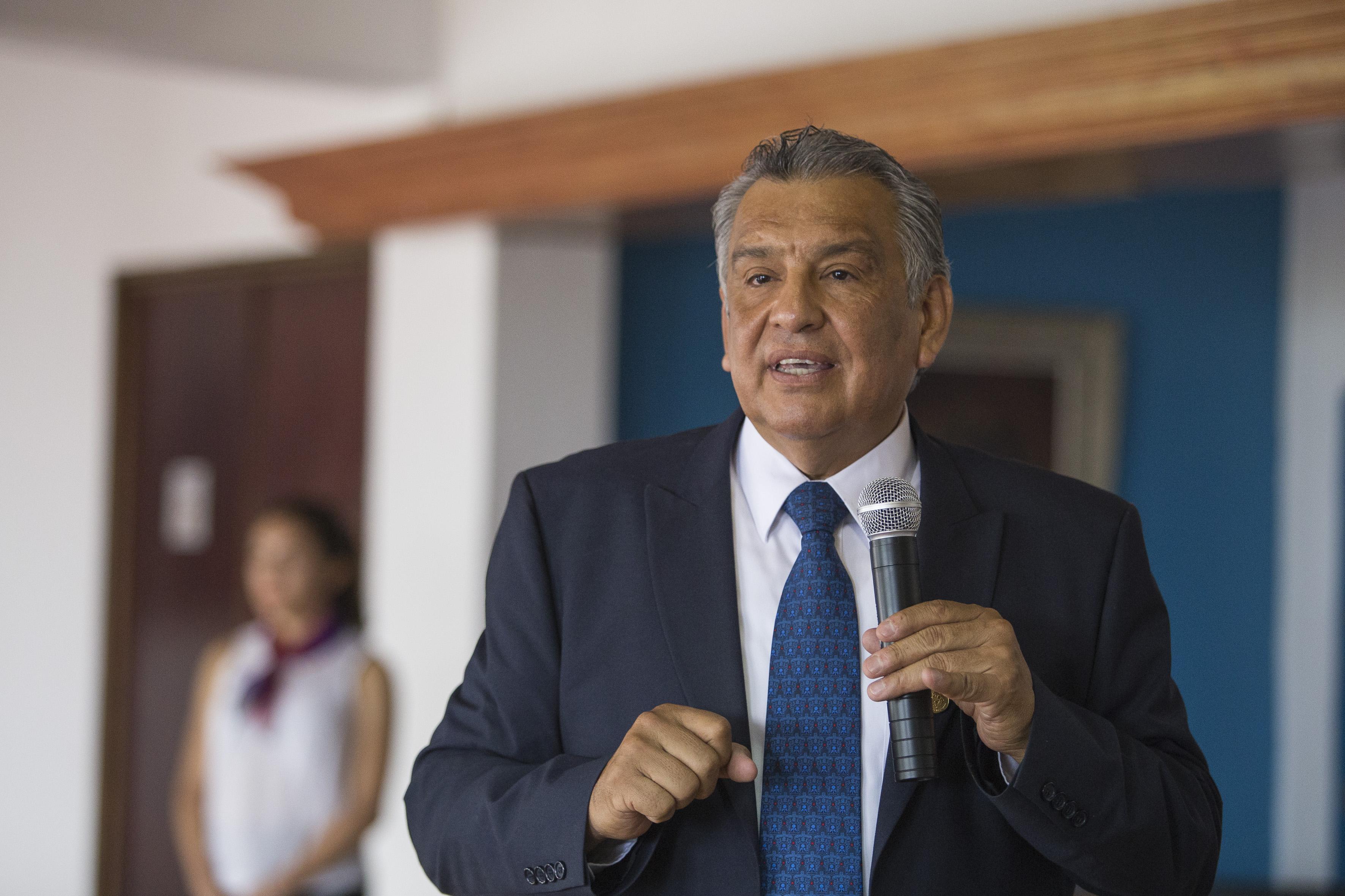 Maestro Víctor Manuel Rosario Muñoz, director de Formación Docente e Investigación del Sistema de Educación Media Superior (SEMS), de la Universidad de Guadalajara, haciendo uso de la palabra.