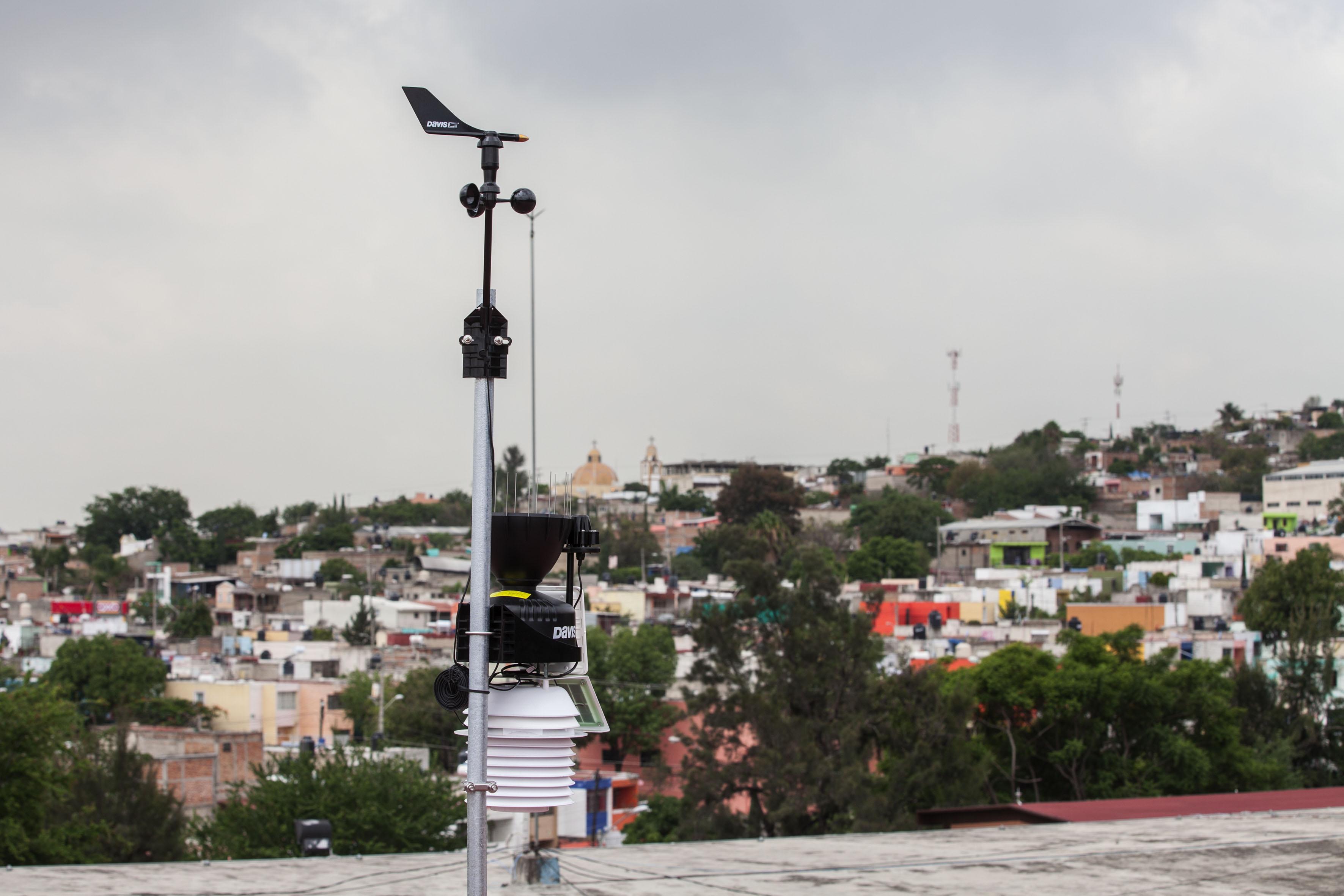 Estación de monitoreo meteorológico, instalado en preparatoria No.6 de la UdeG.