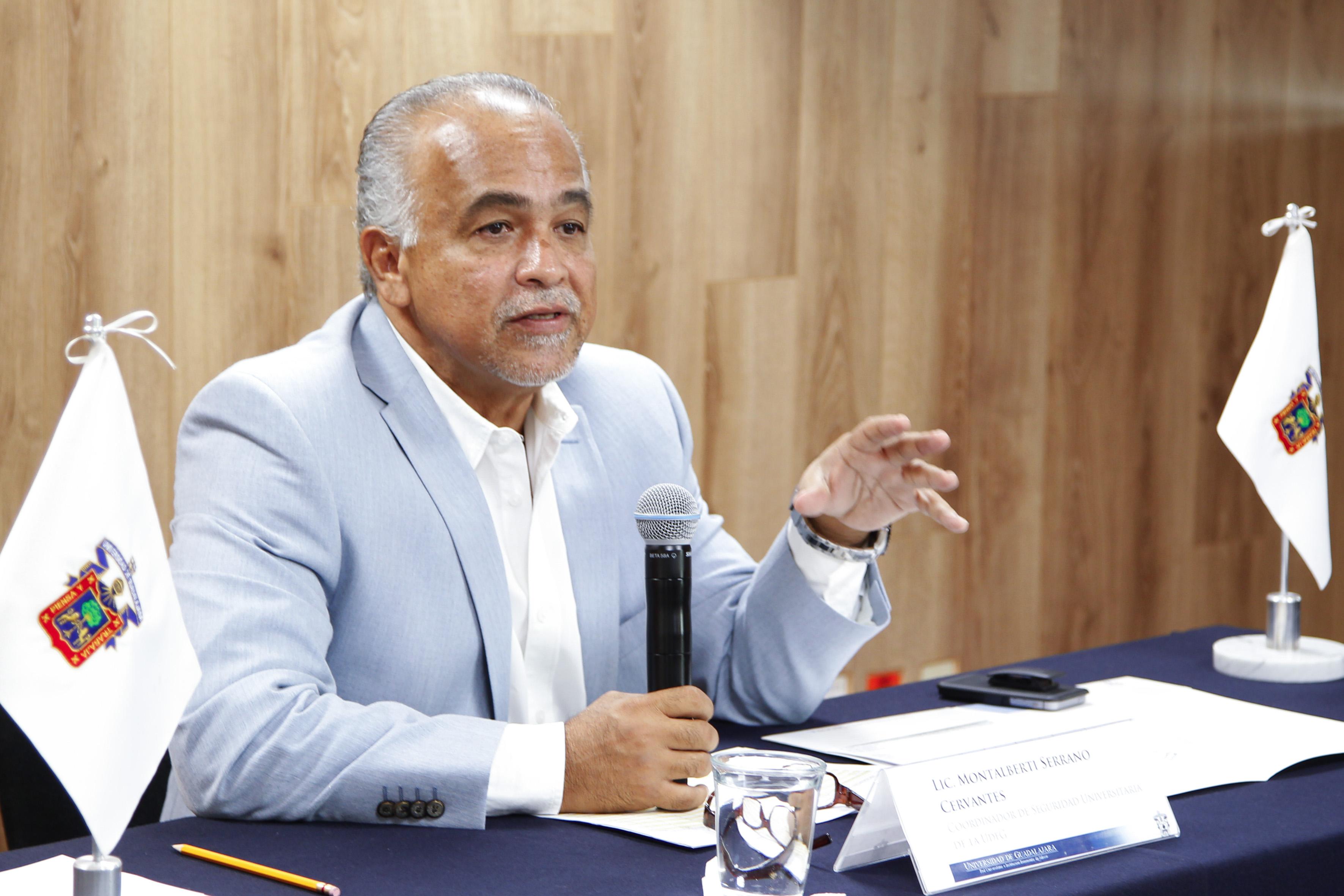 Licenciado Montalberti Serrano Cervantes Coordinador se seguridad Universitaria Haciendo uso de la palabra