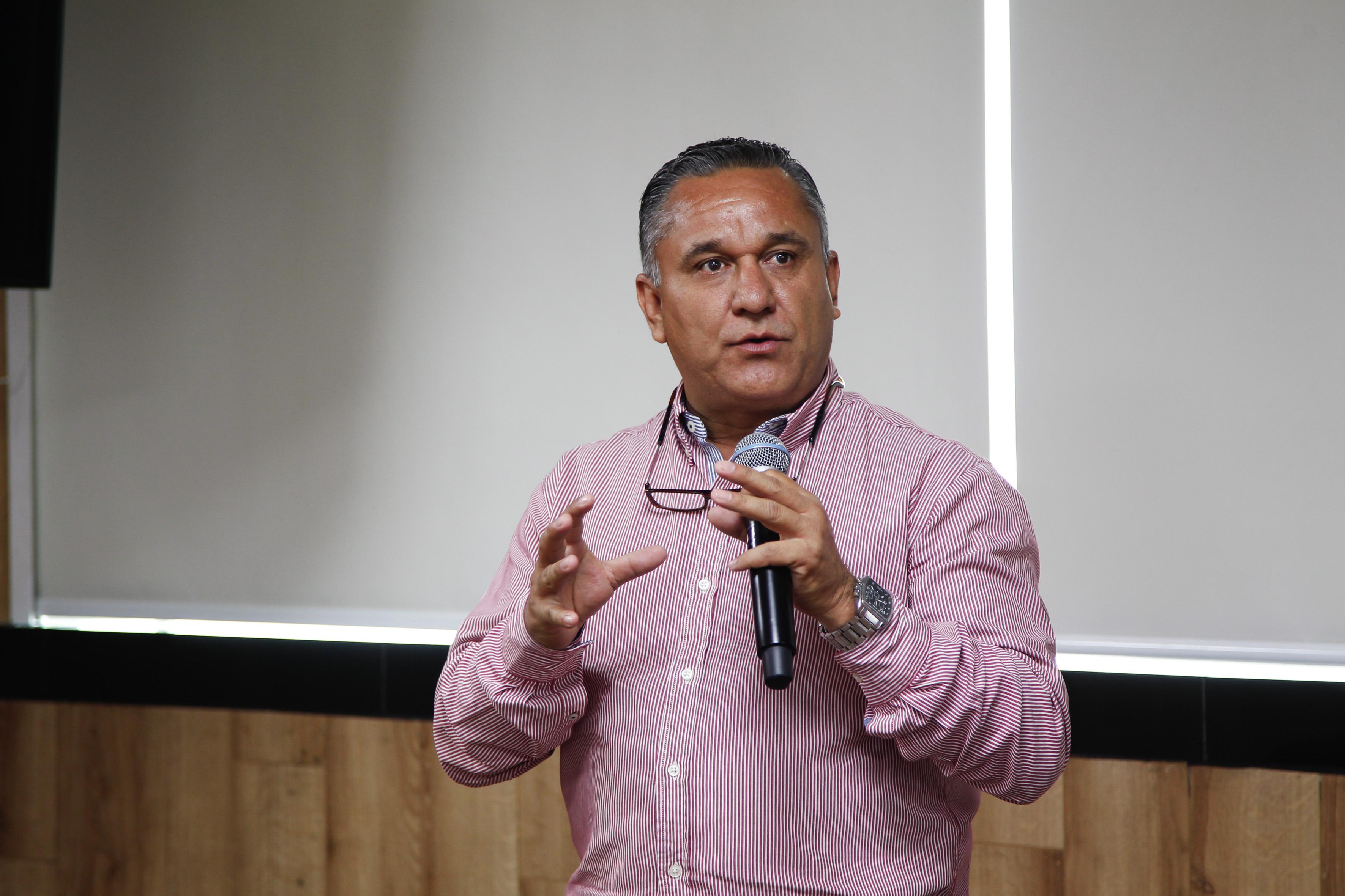 Álvaro Espinoza, jefe de la Unidad de Análisis de la CSU haciendo uso de la palabra
