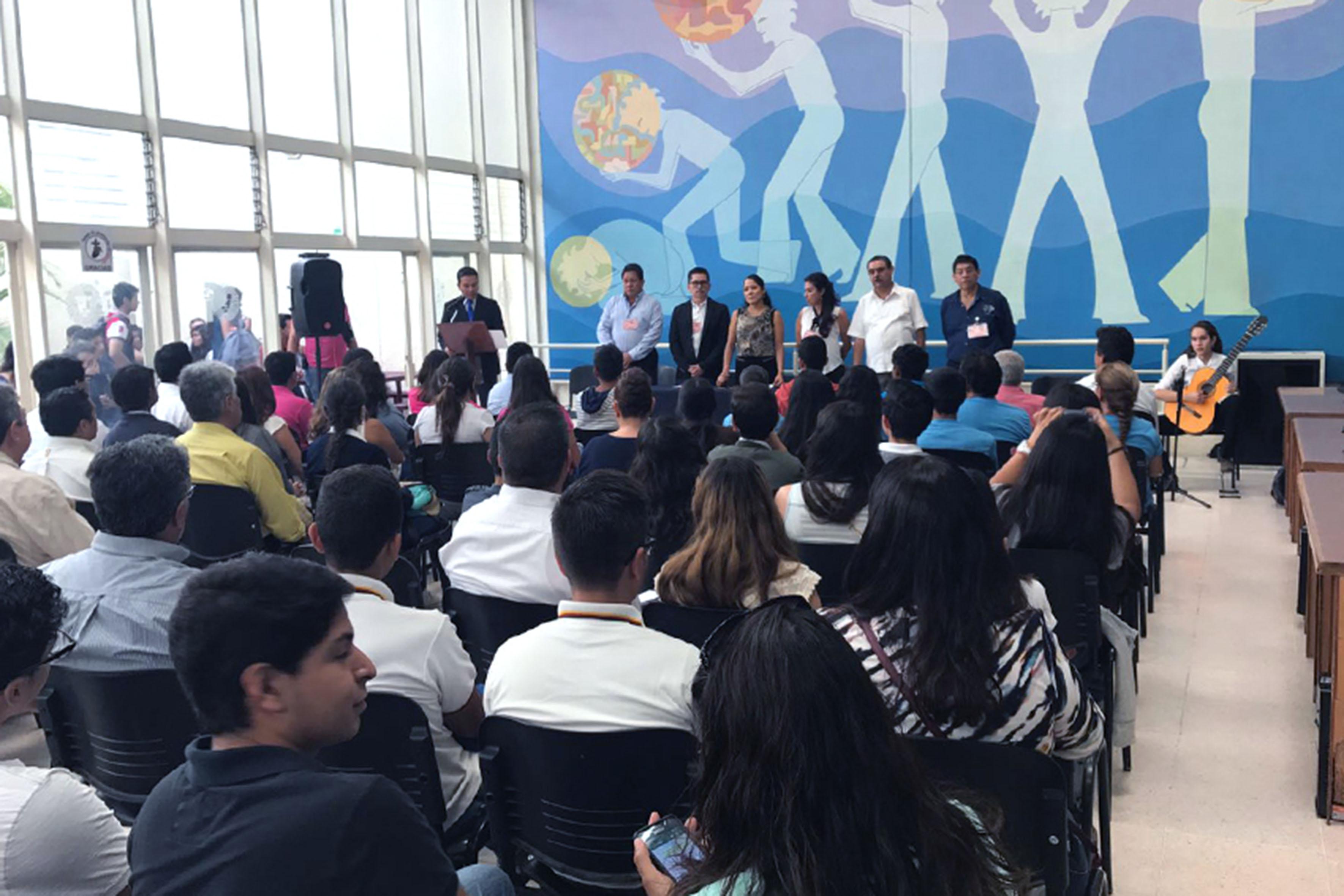 Evento llevado a cabo en auditorio de la Preparatoria No. 5 para dar a conocer a los 68 alumnos del Sistema de Educación Media Superior de la Universidad de Guadalajara que ganaron en la XXVII Olimpiada Estatal de Biología.