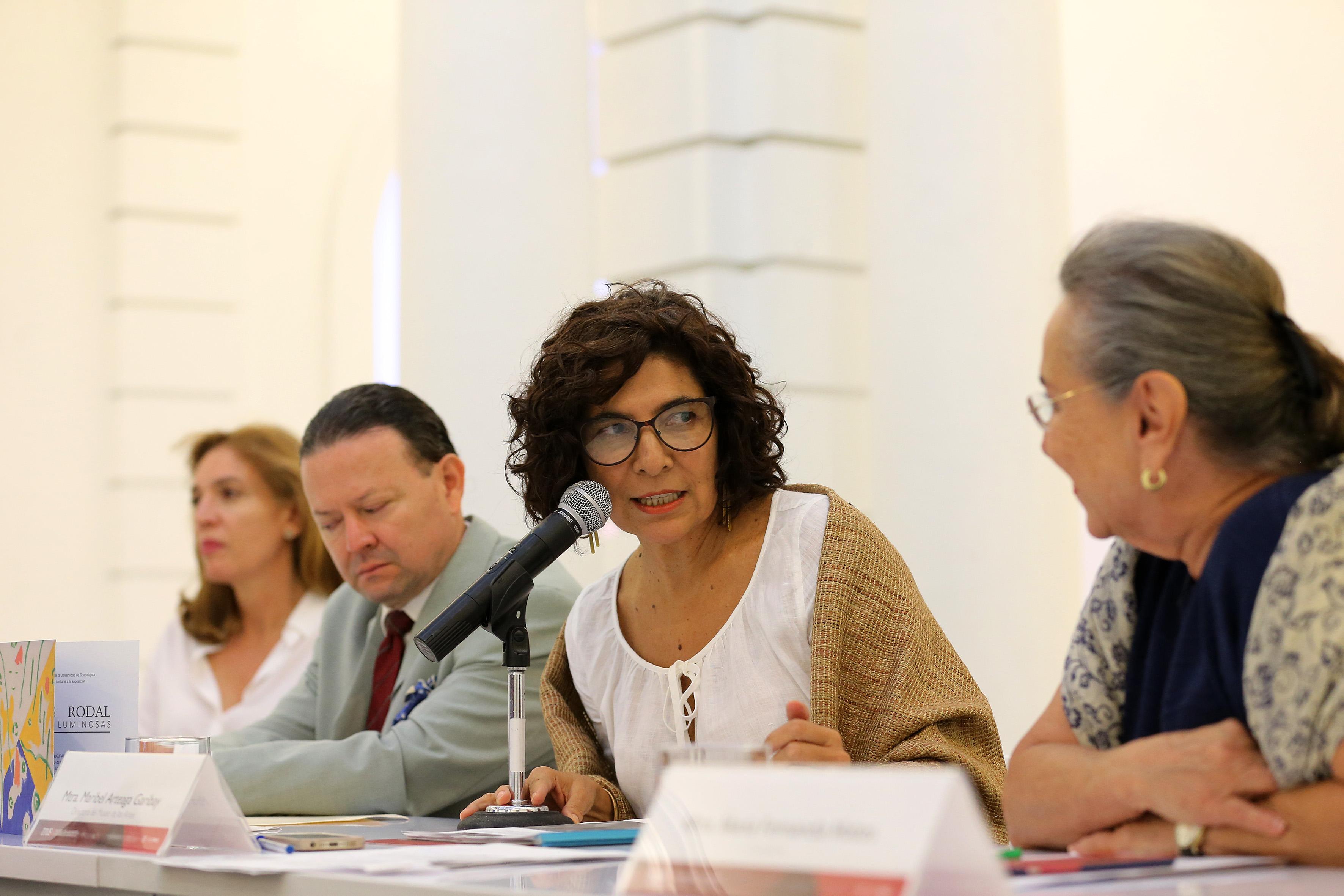 Mtra. Maribel Arteaga Garibay haciendo uso de la palabra