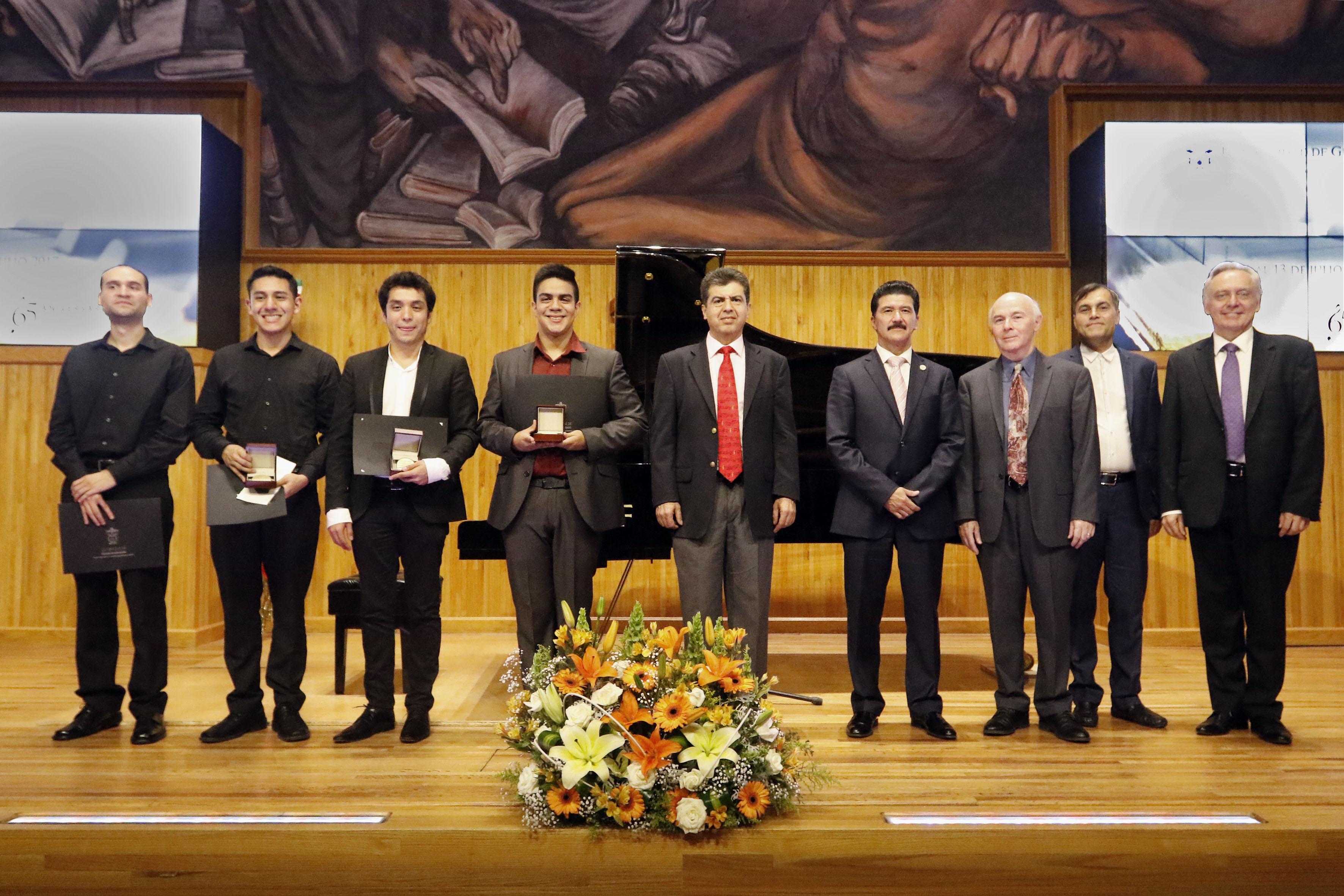 Ceremonia de premiación para jóvenes ganadores del segundo Concurso Nacional de Piano, de la Universidad de Guadalajara.