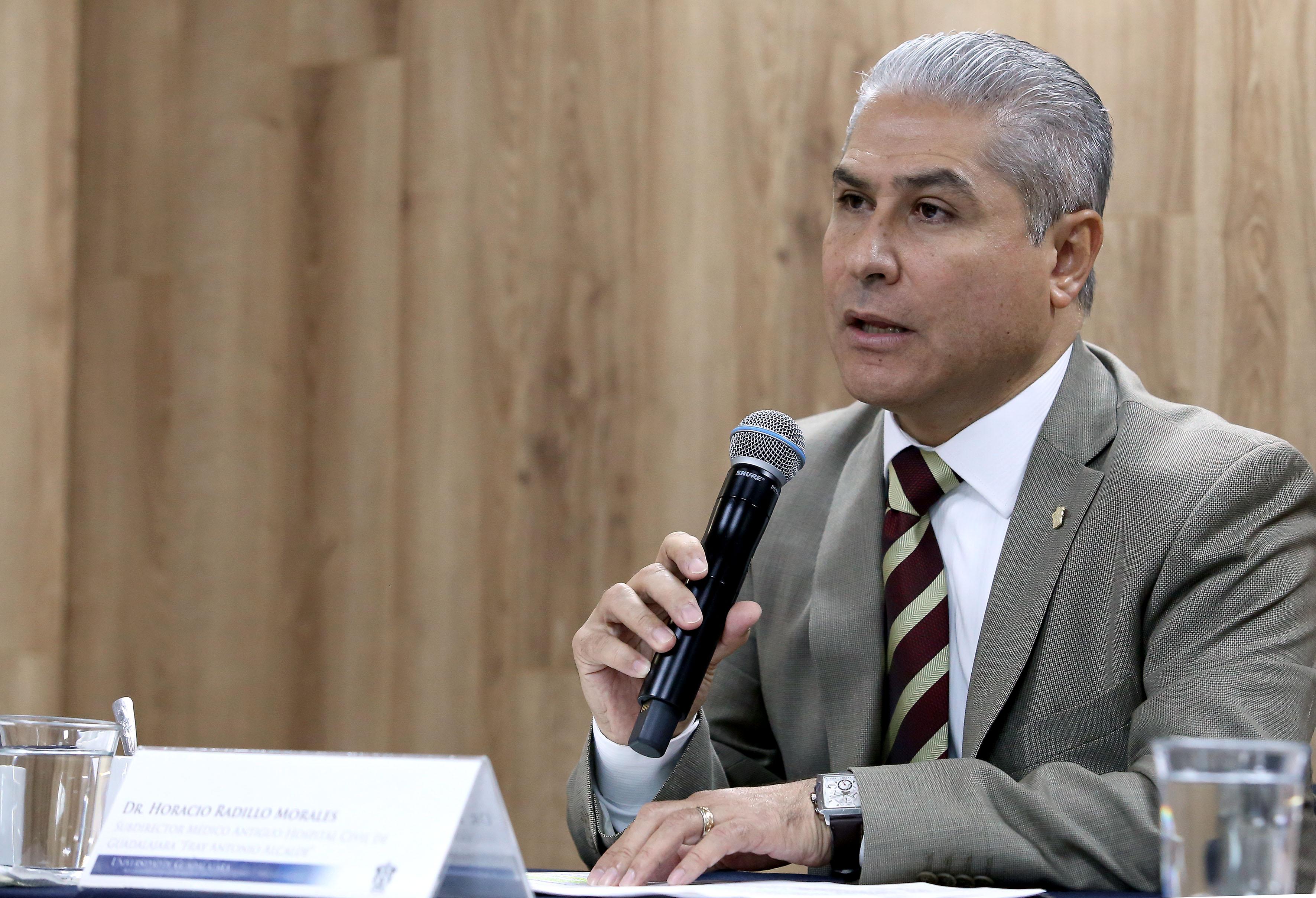 doctor Horacio Radillo Morales, subdirector médico del nosocomio. haciendo uso de la palabra