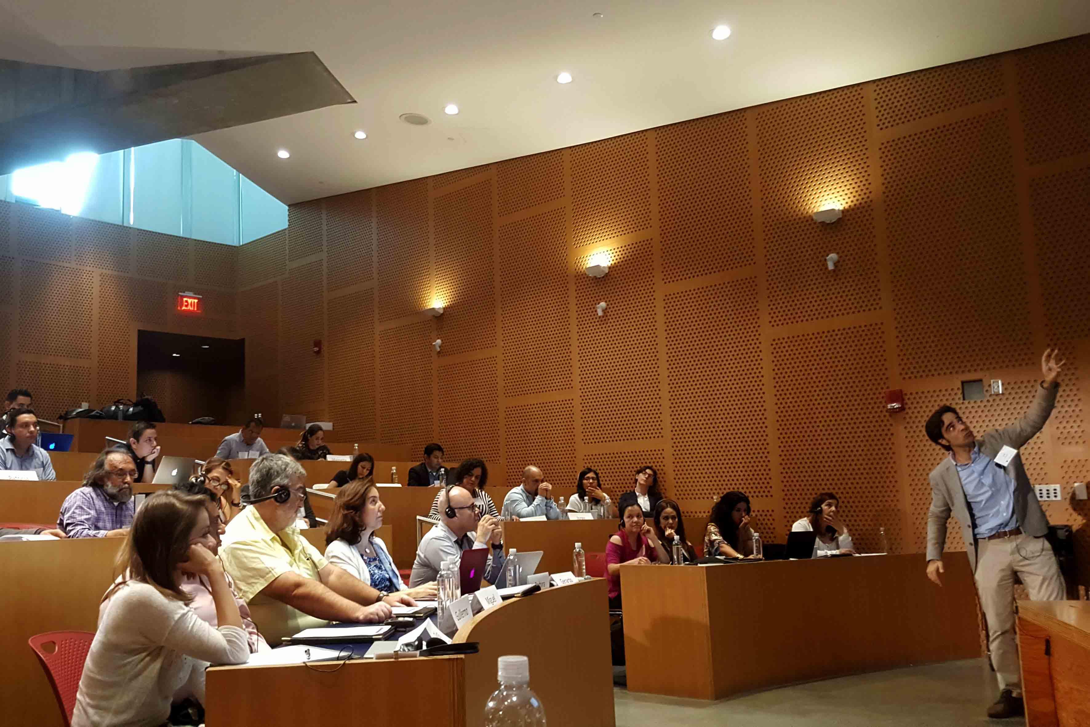 Publico asistente al taller pionero que desarrolla le UdeG
