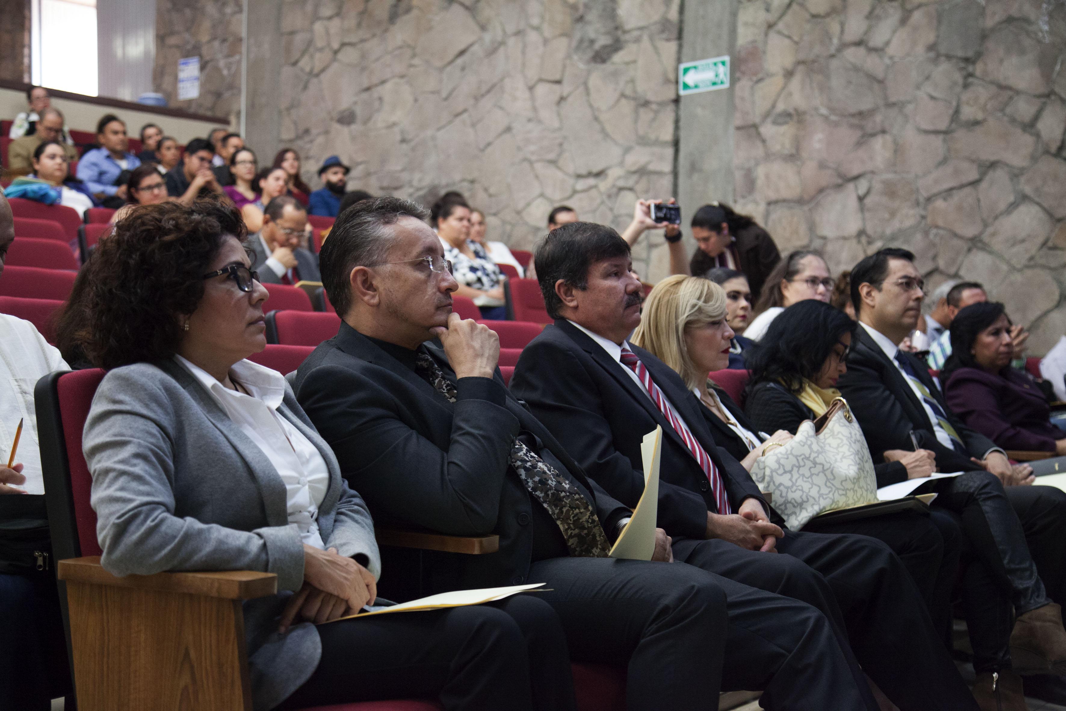 Docentes de 11 instituciones educativas incorporadas a la Universidad de Guadalajara, asistentes al taller y a la presentación de la malla curricular del Plan 25 de la carrera de Abogado.
