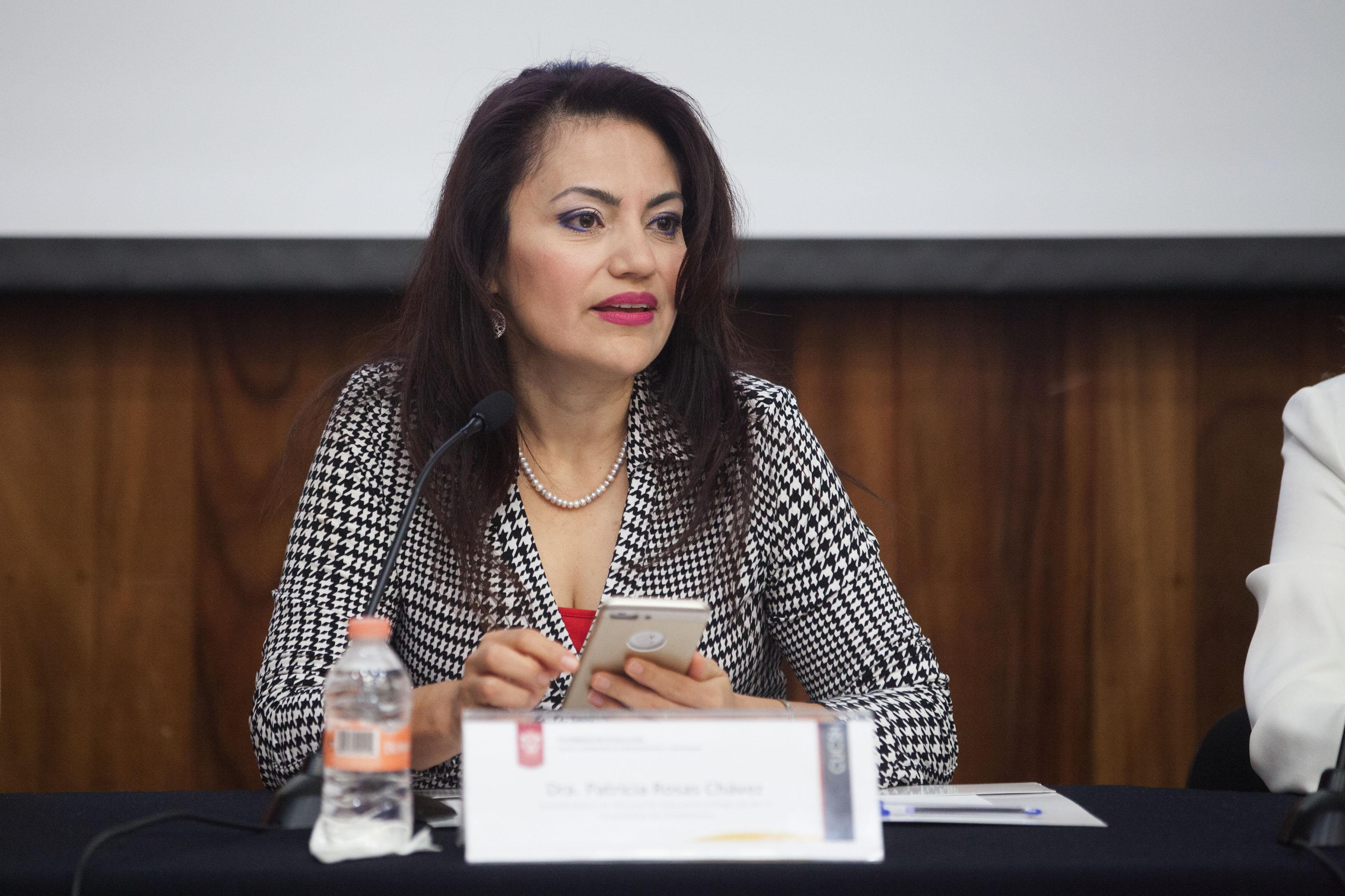 Doctora Patricia Rosas Chávez, titular de la Coordinación de Innovación Educativa y Pregrado (CIEP), participando en el evento.