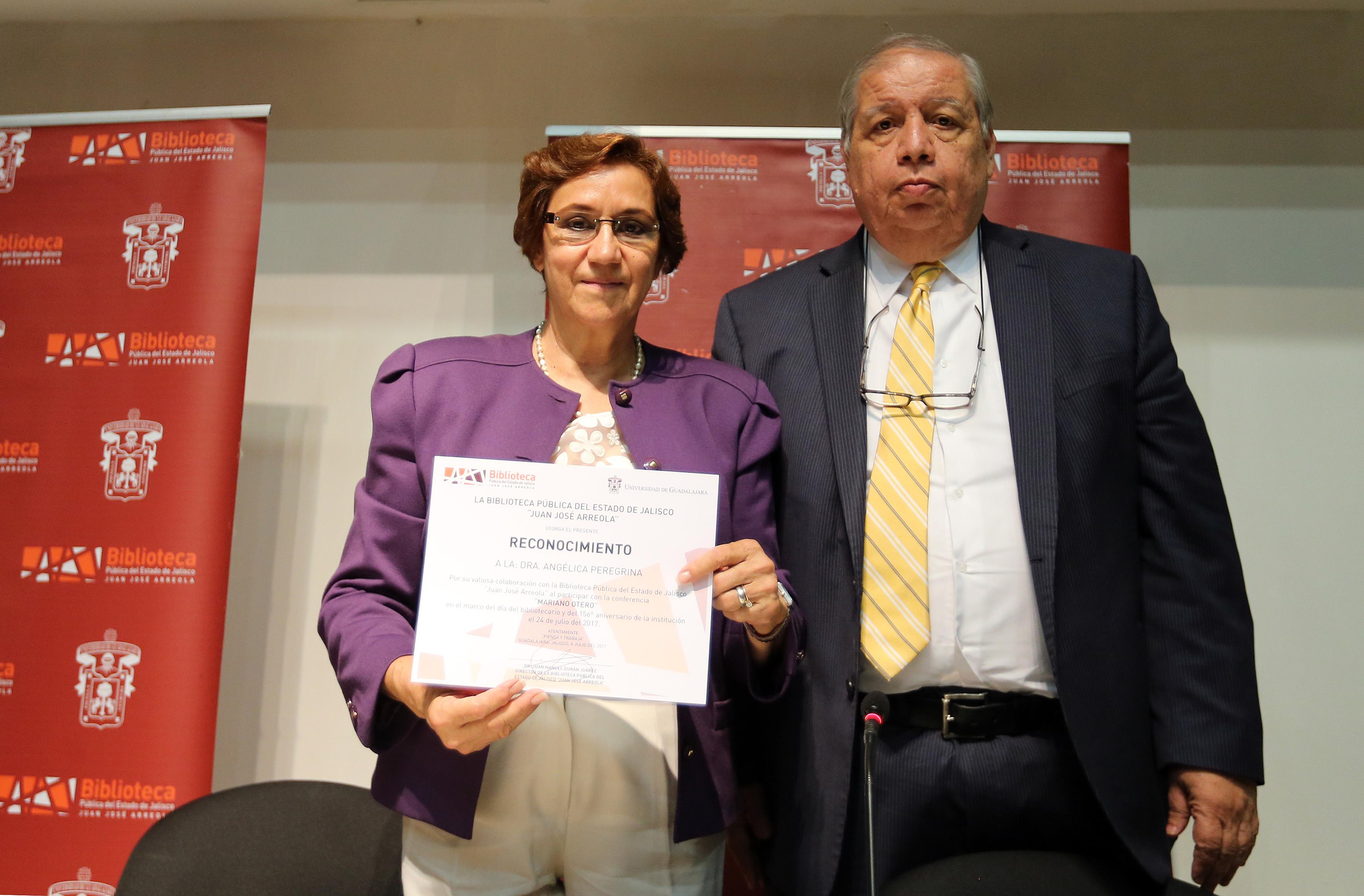 Historiadora Angélica Peregrina y el Dr. Juan Manuel Durán Juárez