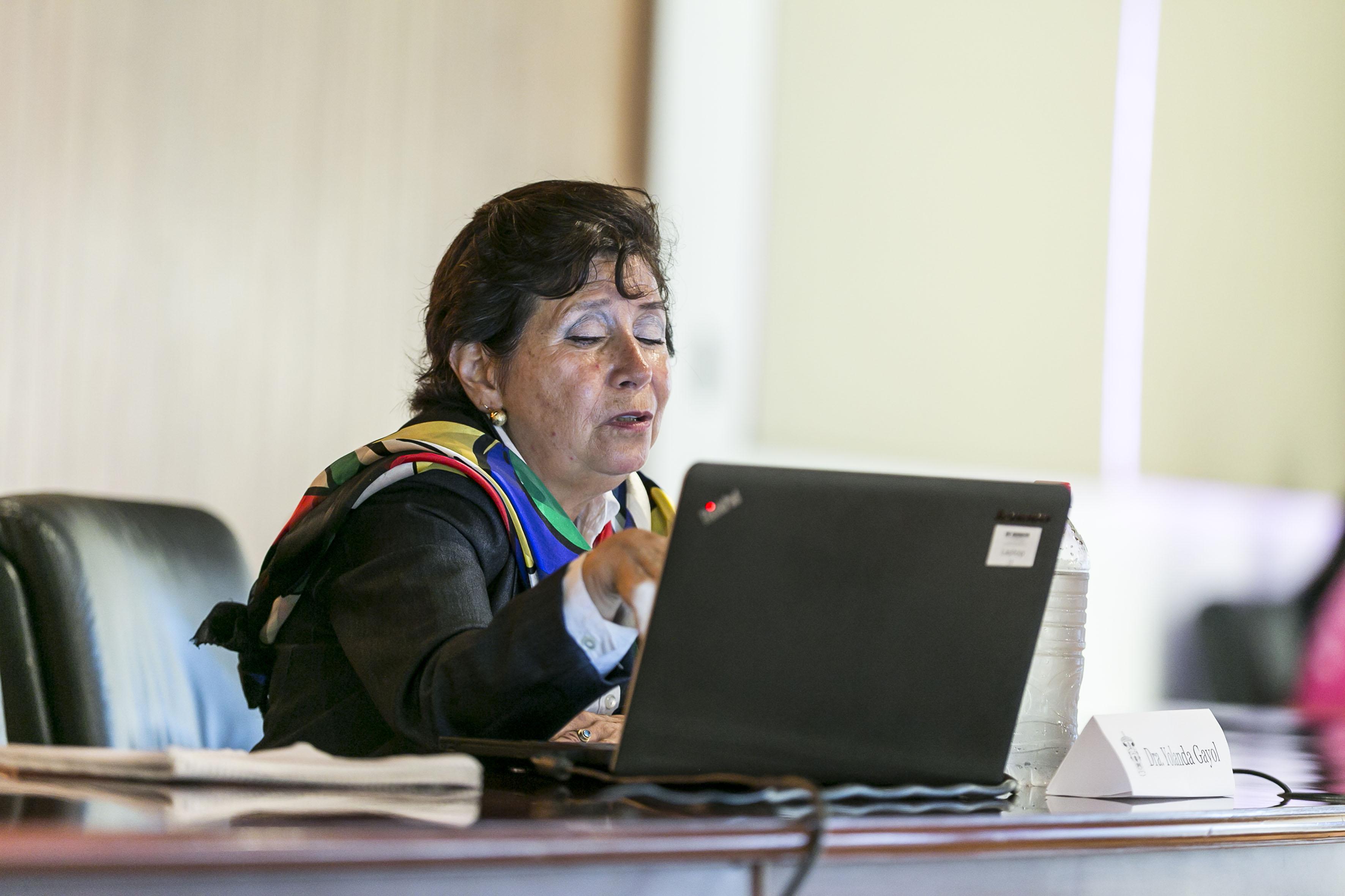 Dra. Yolanda Isabel Gayol Ramírez, de la Universidad Estatal de Pensilvania, haciendo uso de la palabra