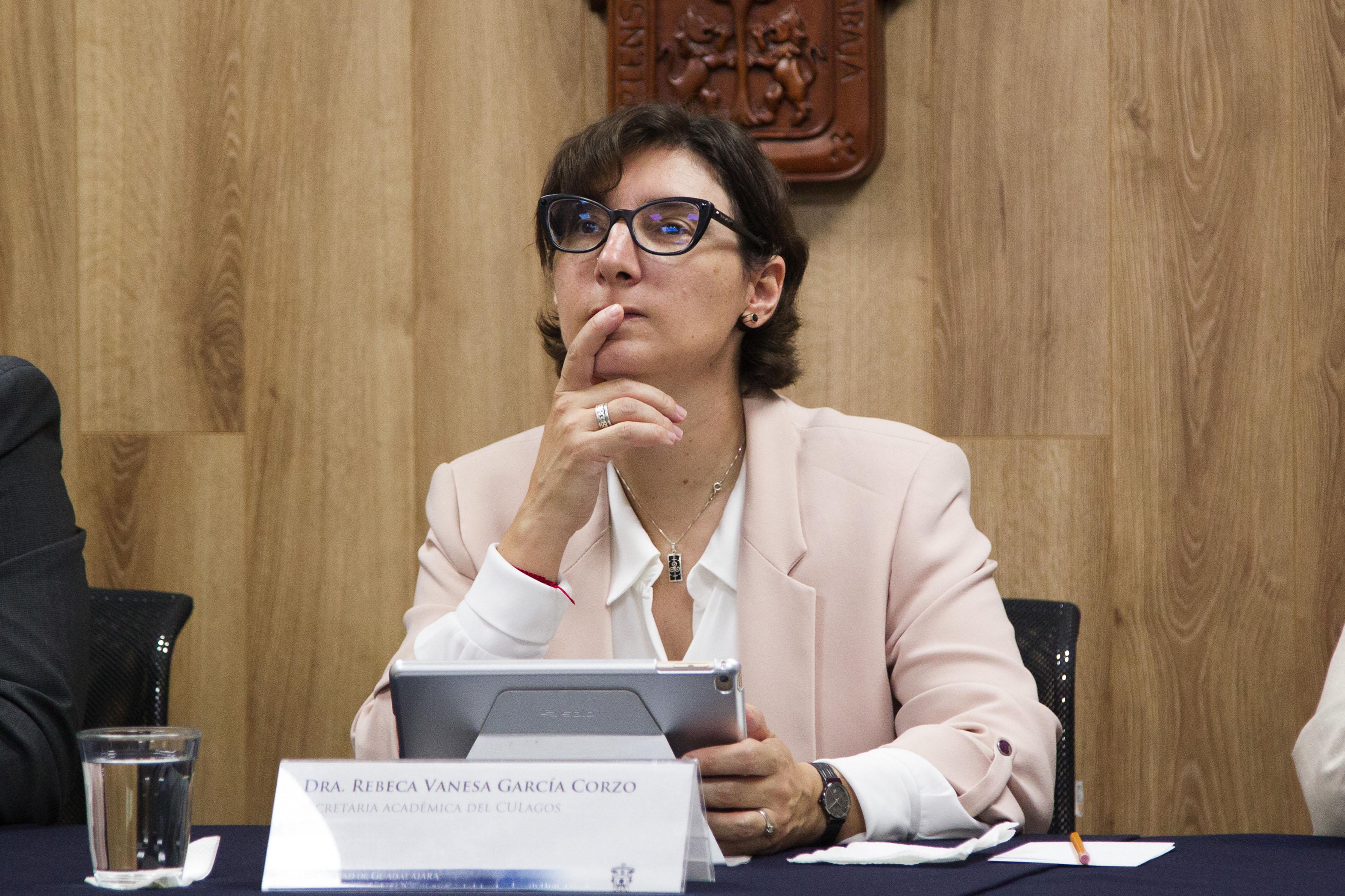 Dra Vanesa García Corzo, secretaria académica del centro, en representación del Rector, doctor Aristarco Regalado Pinedo