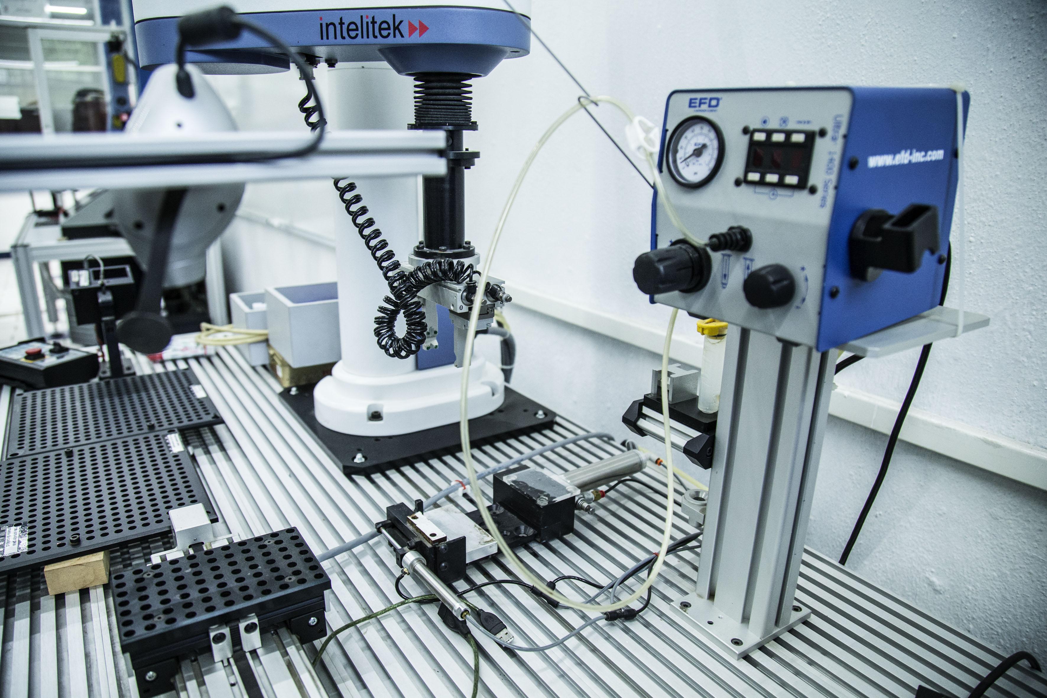 Laboratorio de equipo tecnológico e industrial.