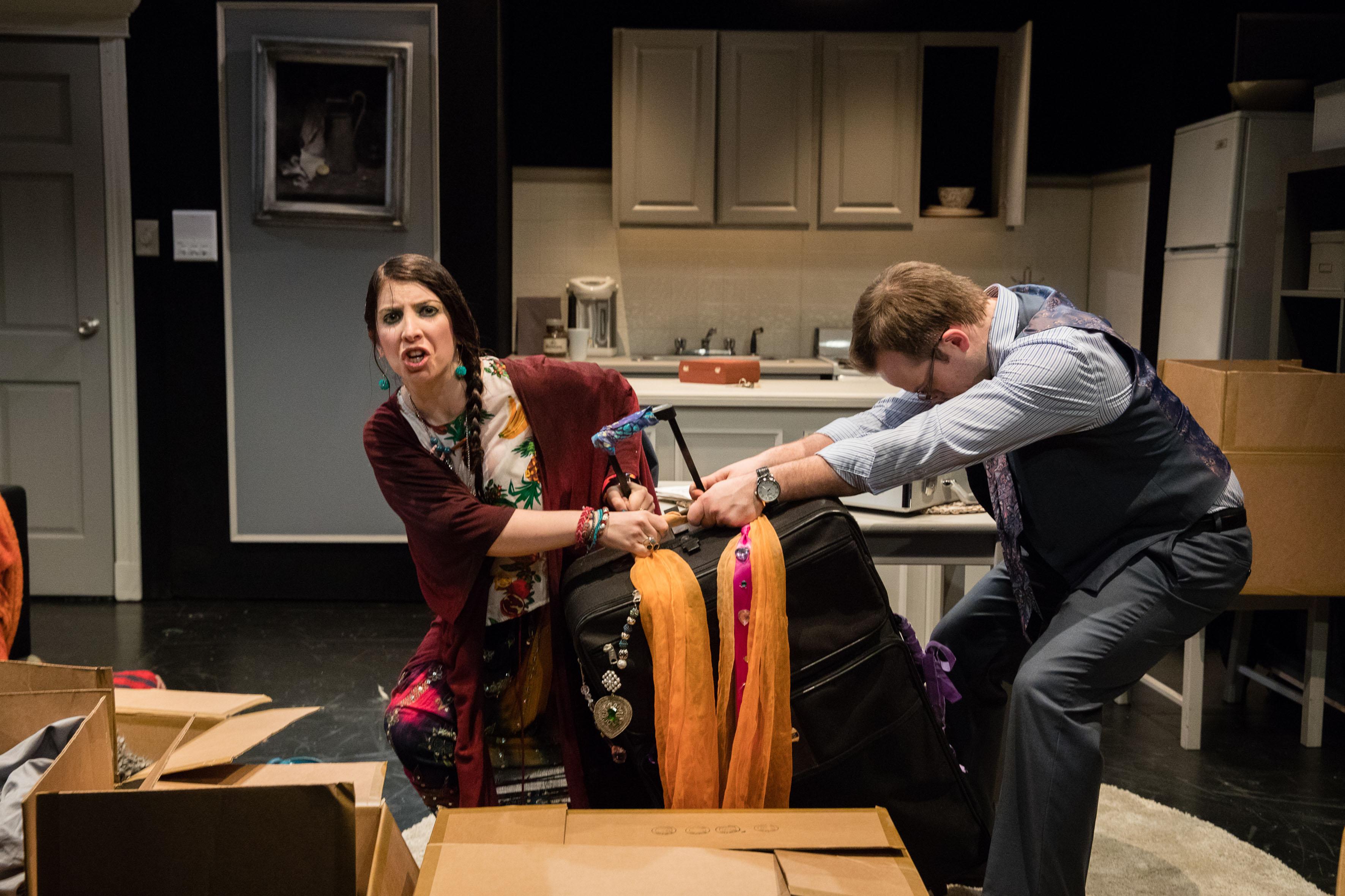 Anel Carmona, en una de sus actuaciones dentro de la obra Adiós Fjord del circuito Off-Broadway. En el que a través de su personaje lucha por la meta con otro personaje de la obra.