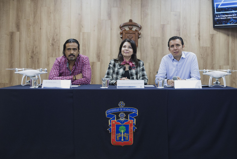 Rueda de prensa donde especialistas anunciaron la participación de la UdeG en México Drone Fest 2017 (DNRMX), tercera edición del encuentro.