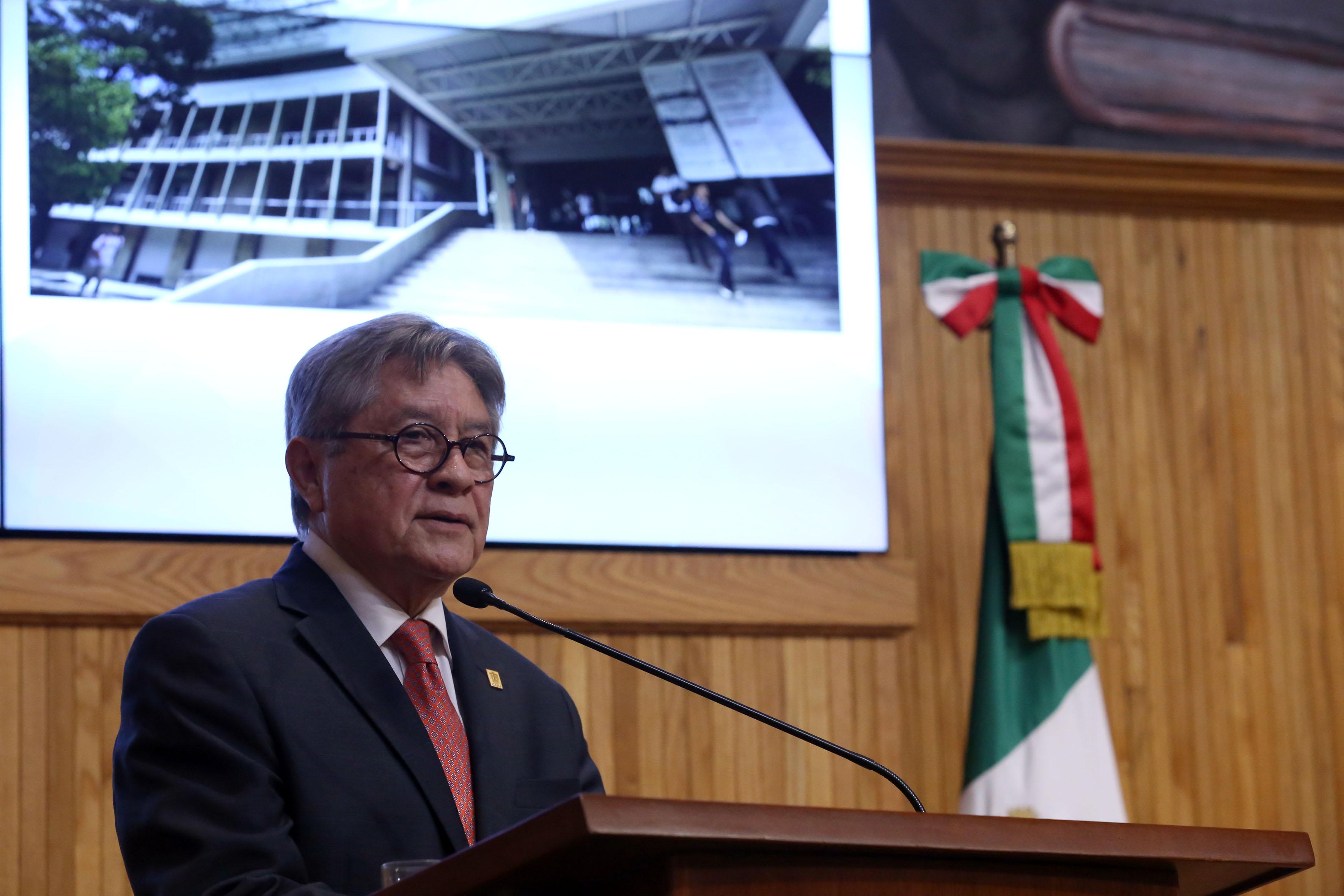 Director del Centro de Investigación del Medio Ambiente y Ordenación Territorial (Cima), doctor Daniel González Romero, haciendo uso de la palabra
