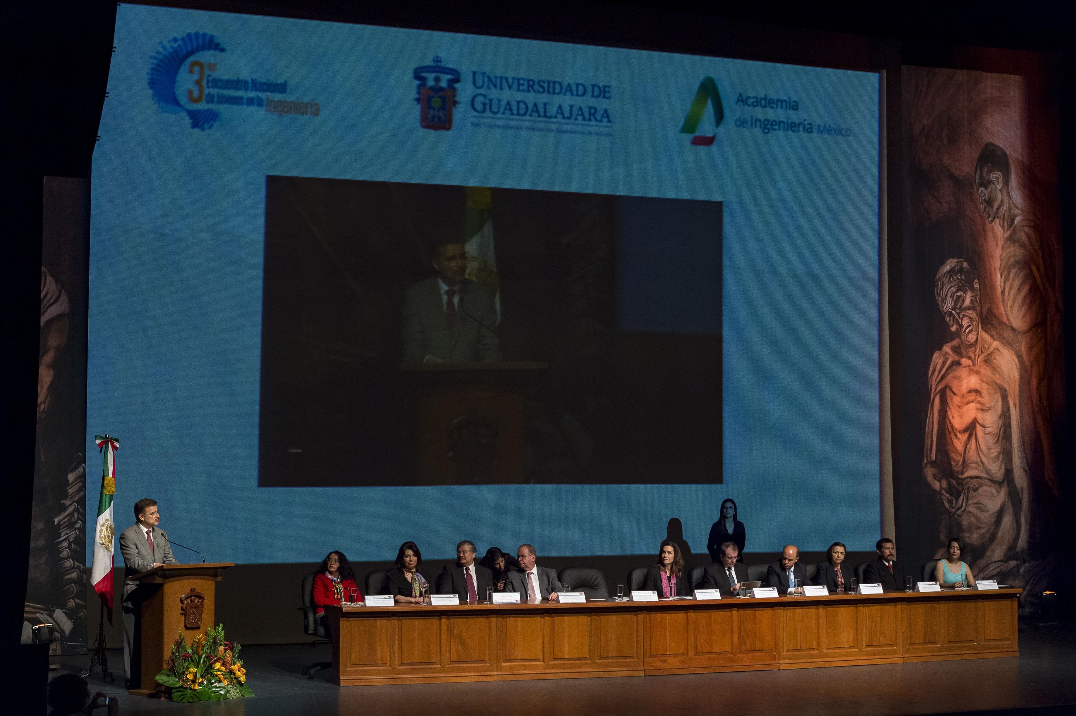 Acto inagural por parte del Rector General de la Universidad de Guadalajara: del 3er. Encuentro Nacional de Jóvenes en la Ingeniería, realizado en el Teatro Diana.